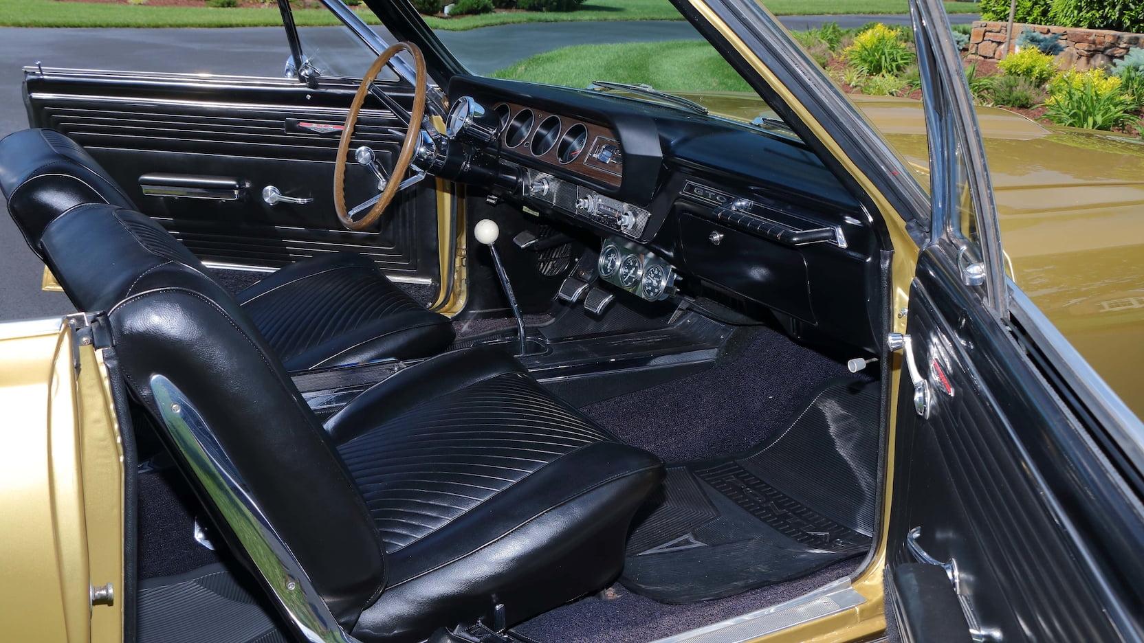1965 Pontiac LeMans GTO interior
