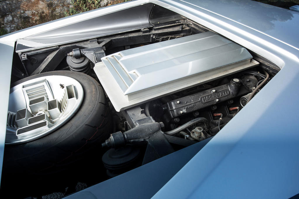 1972 Maserati Boomerang coupé engine and spare tire