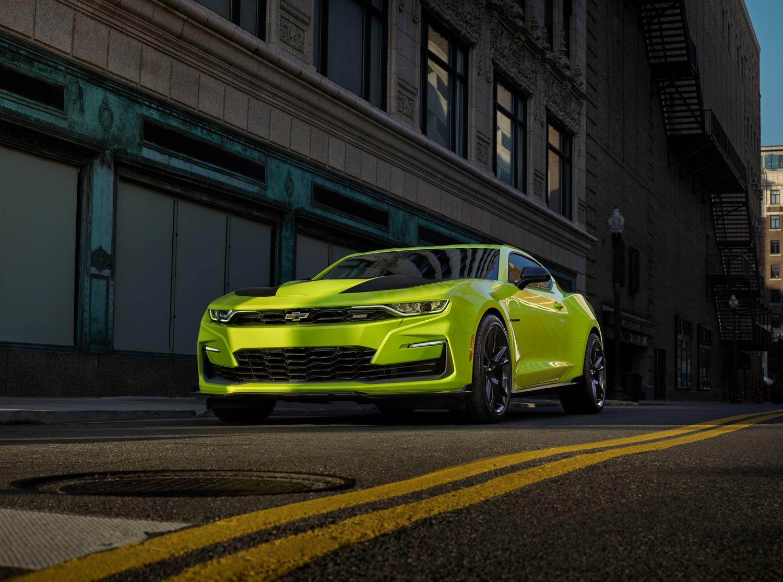 2019 Chevrolet Camaro shock yellow low 3/4