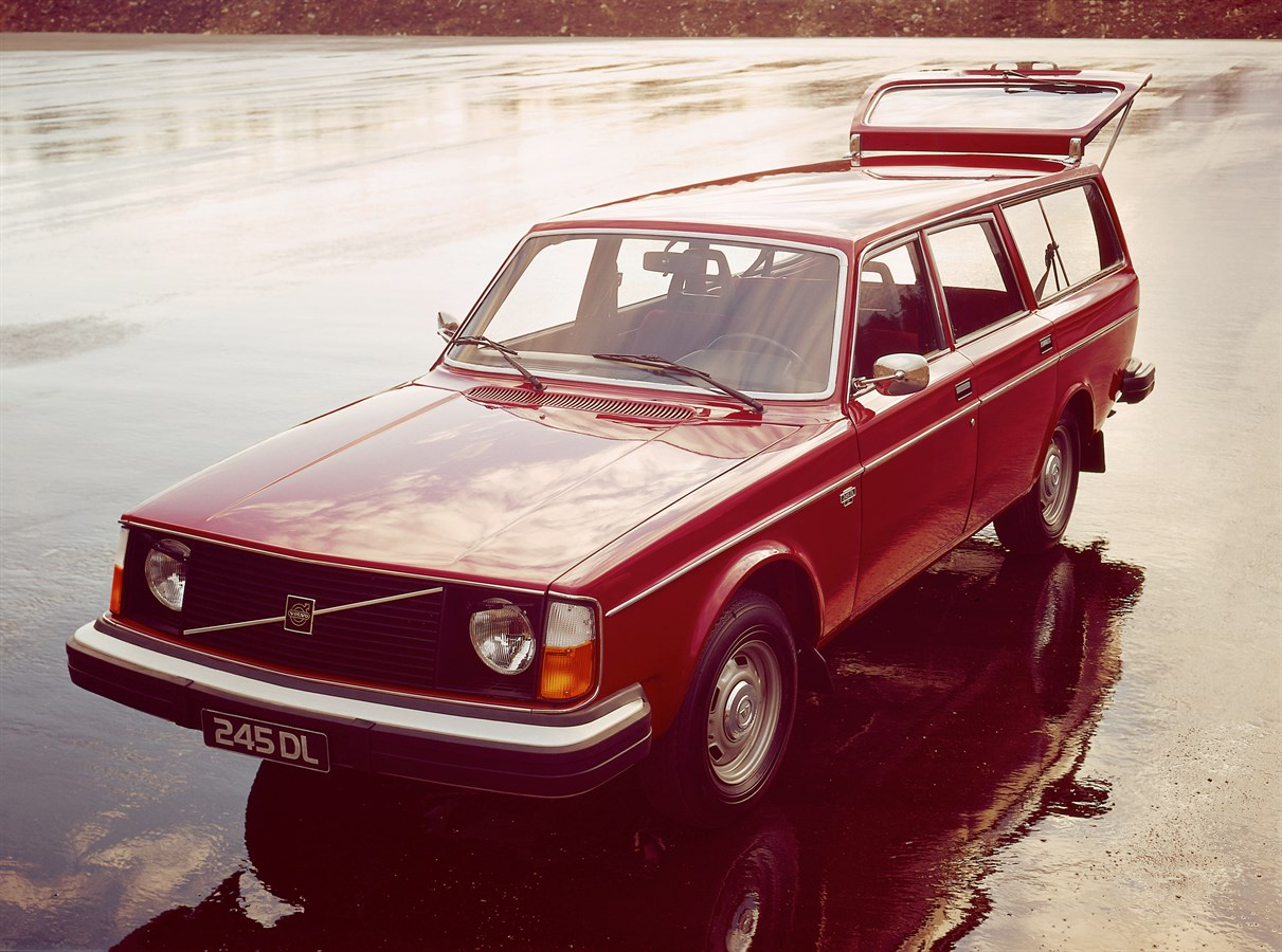 1974 Volvo 245 DL wagon front 3/4