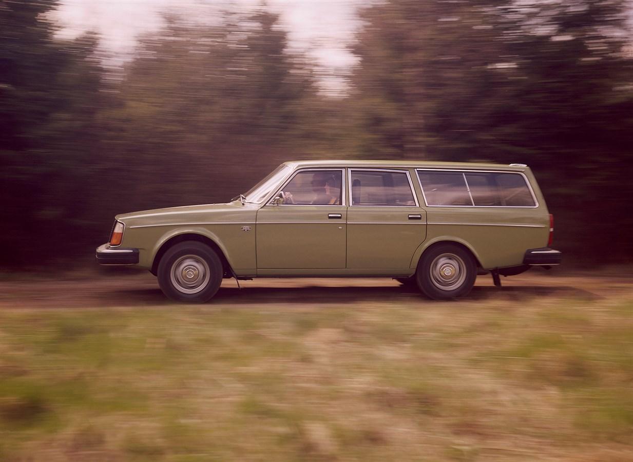 1974 Volvo 245 DL wagon side view