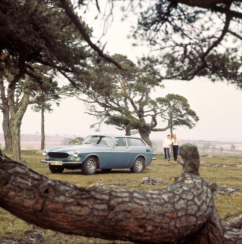Volvo P1800 ES front 3/4 blue