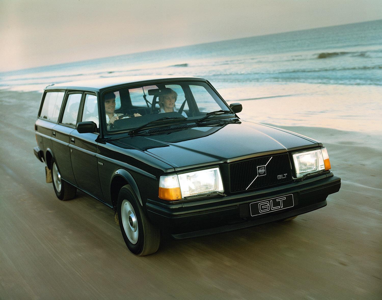 Volvo 245 GLT turbo on beach
