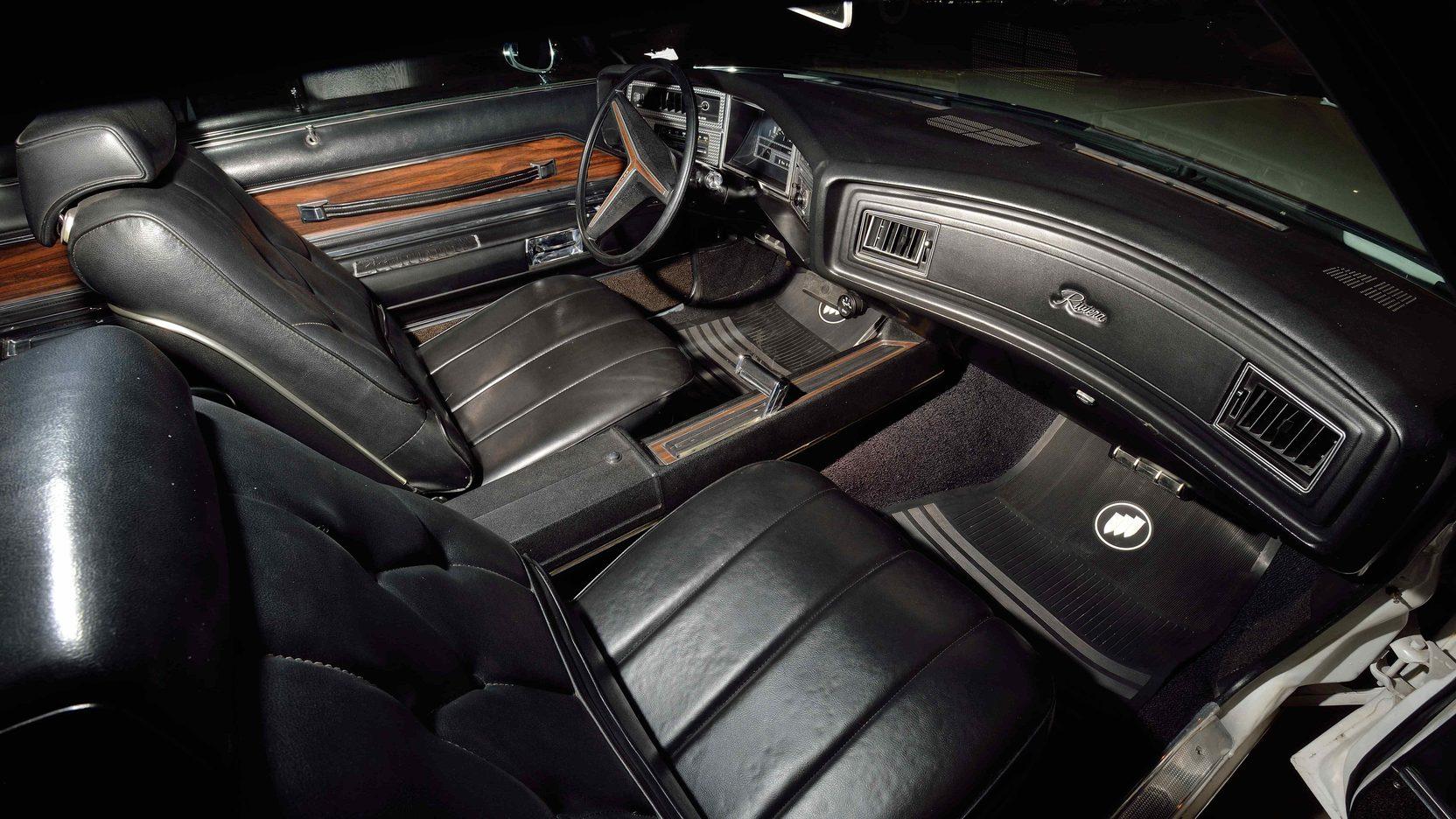 1971 Buick Riviera interior Passenger