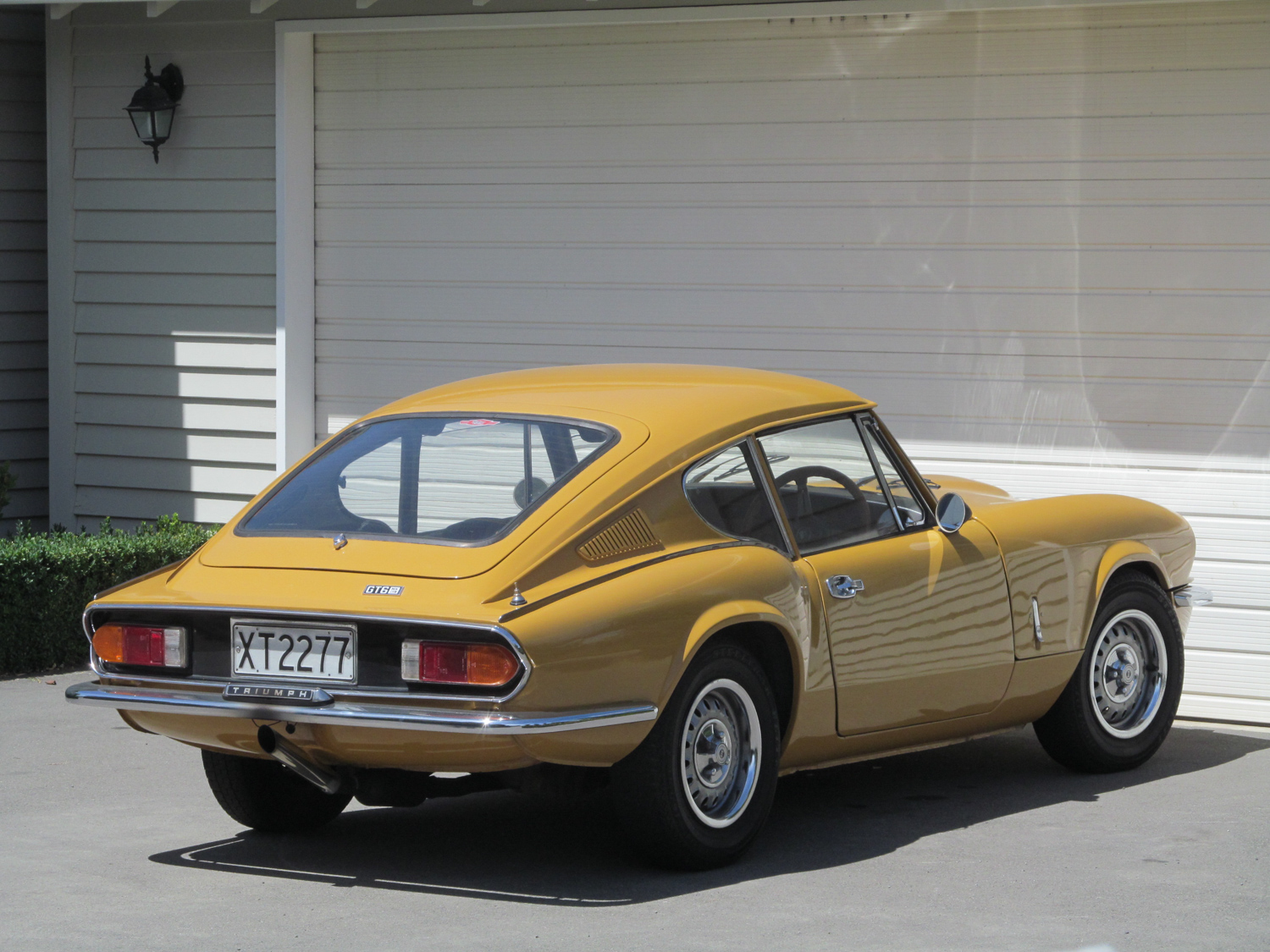 A later (1971) Kamm-tailed GT6 Mk3.
