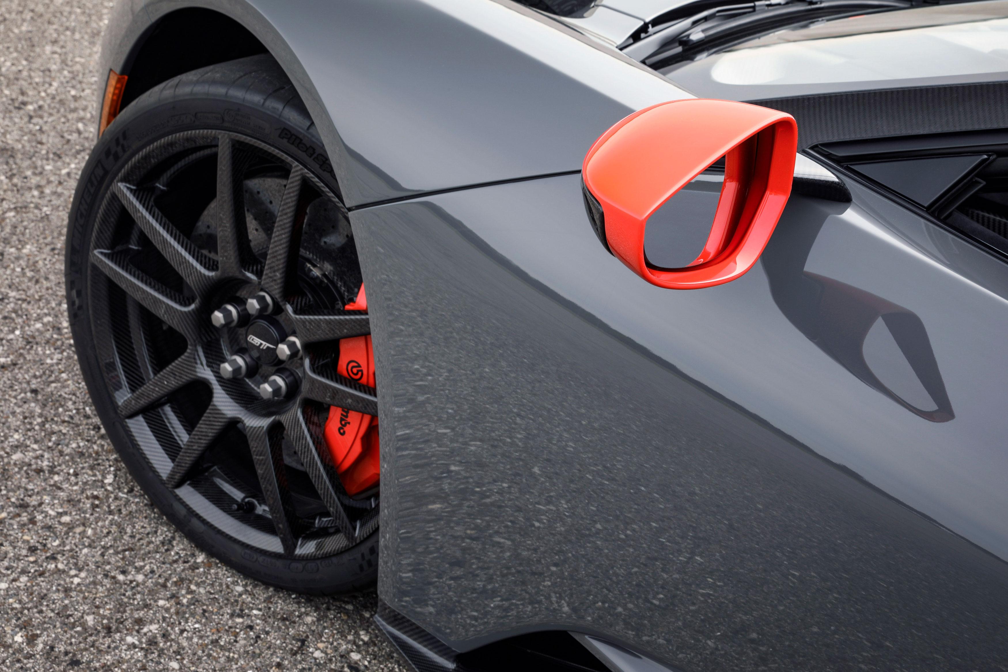 2019 ford gt carbon series fiber wheels titanium lug nuts