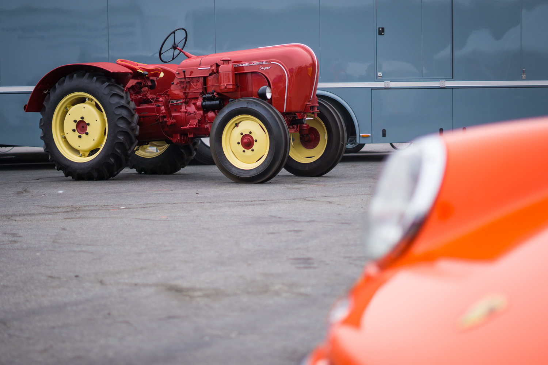 Porsche Rennsport Tractor race 911