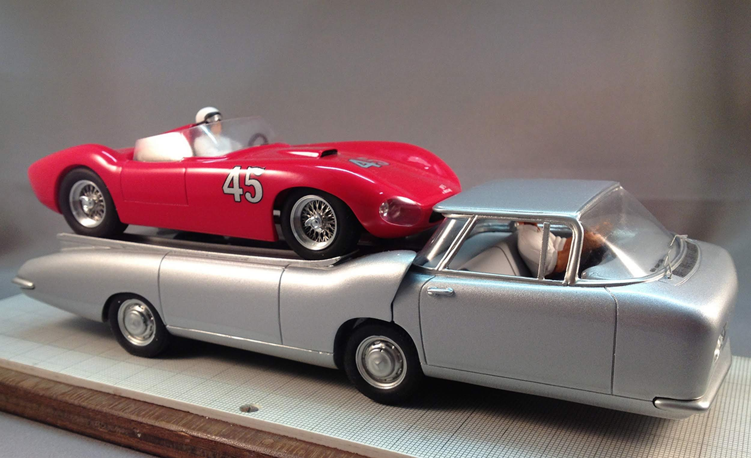 Cheetah Transporter scale model with car