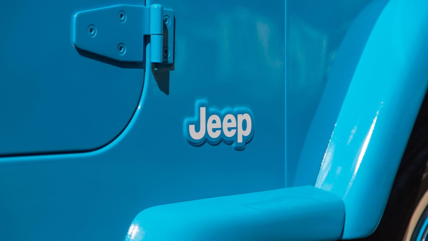 2004 Jeep Wrangler  badge fender
