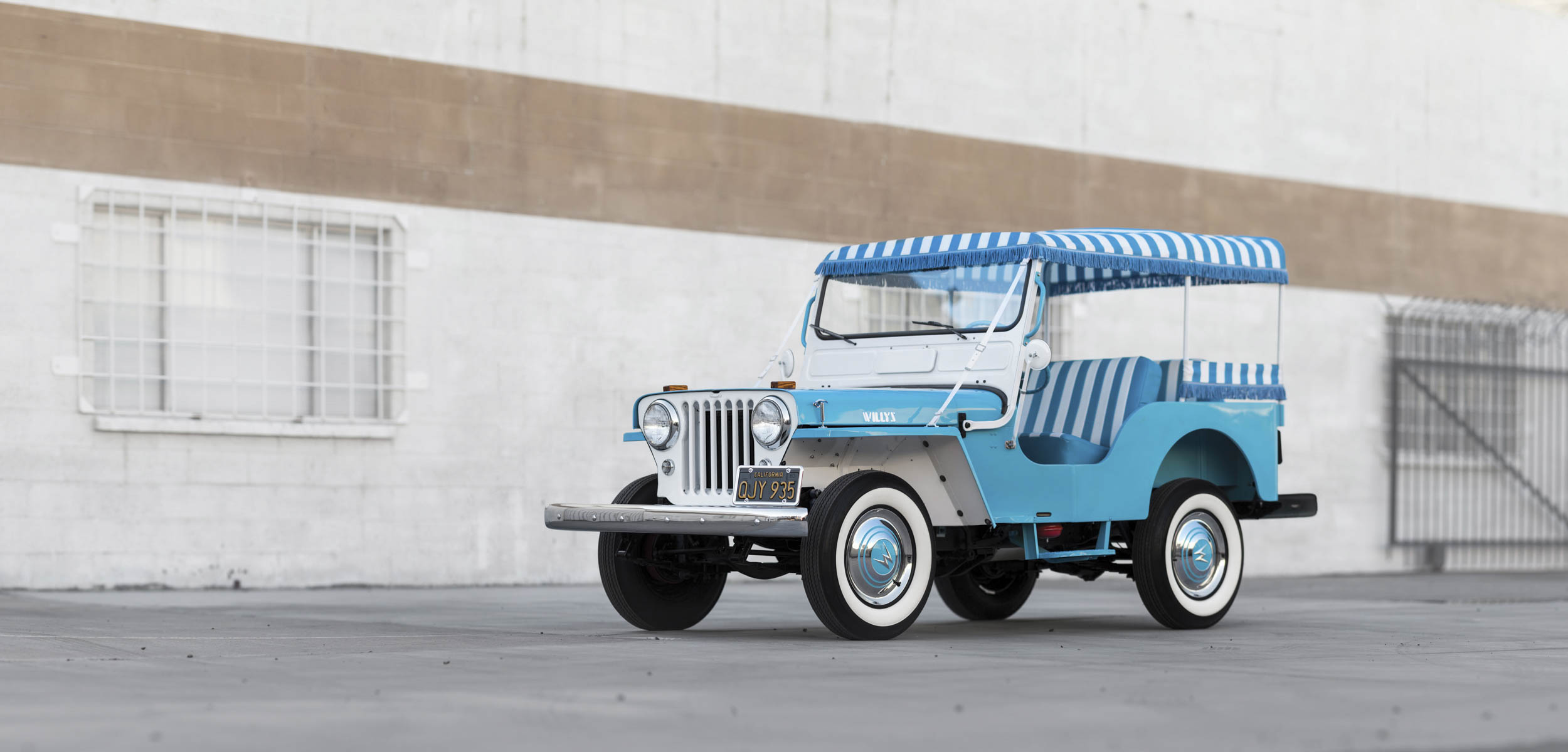 1960 Willys Jeep Gala Runabout front 3/4