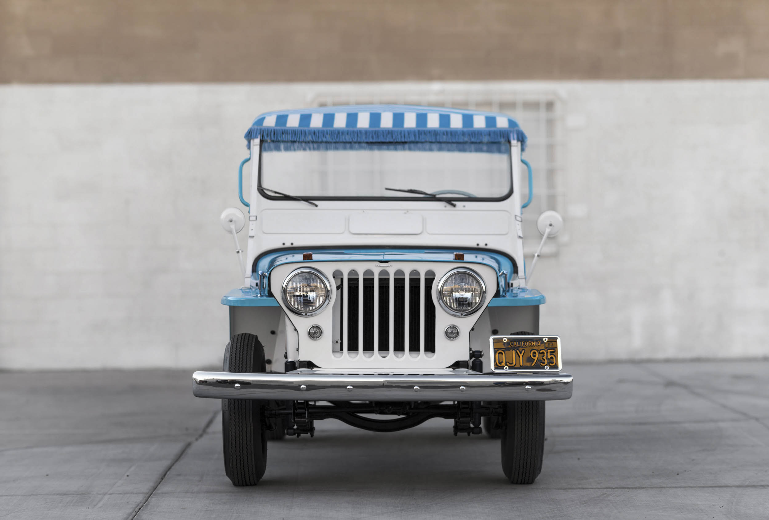 1960 Willys Jeep Gala Runabout front