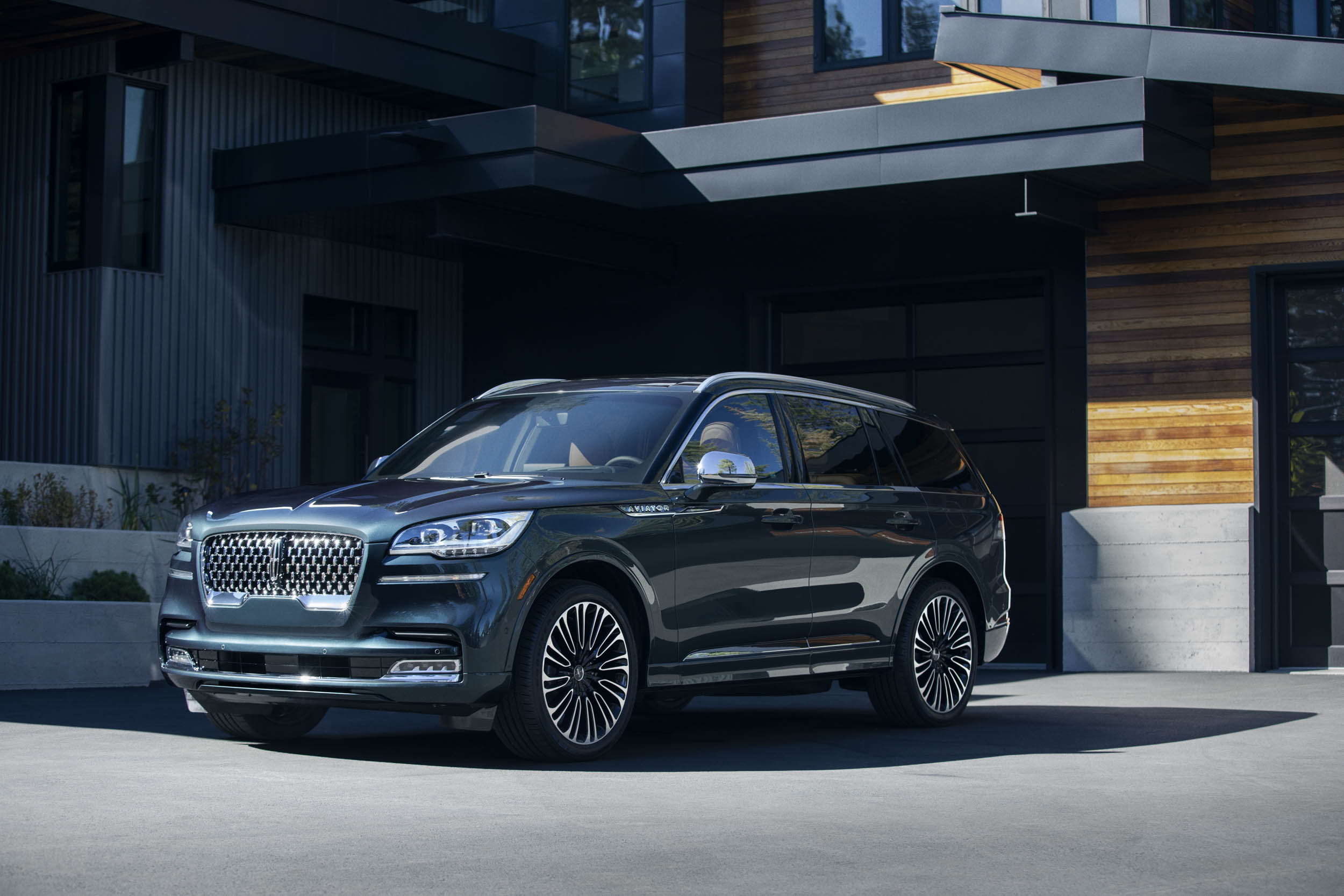 blue 2020 Lincoln Aviator