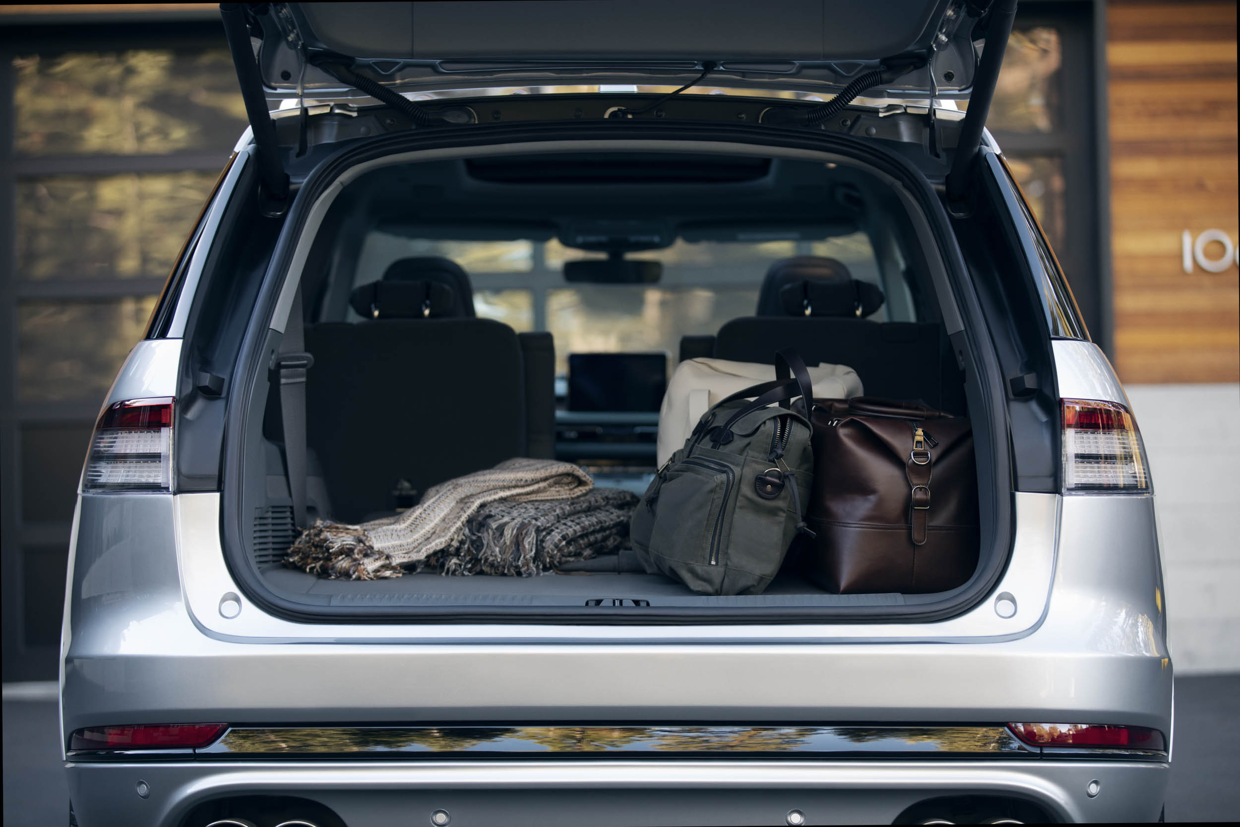 2020 Lincoln Aviator luggage in trunk