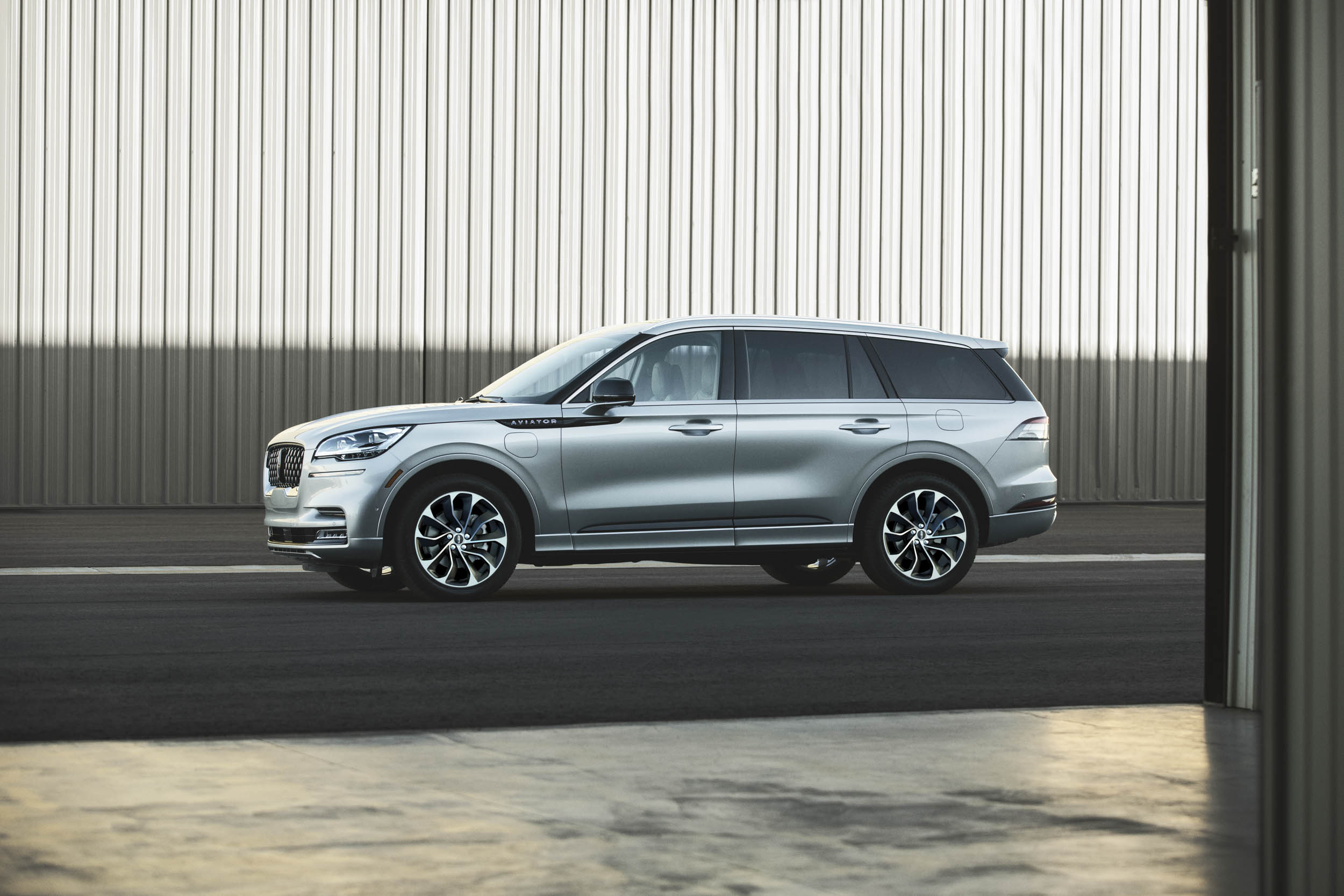 2020 Lincoln Aviator profile