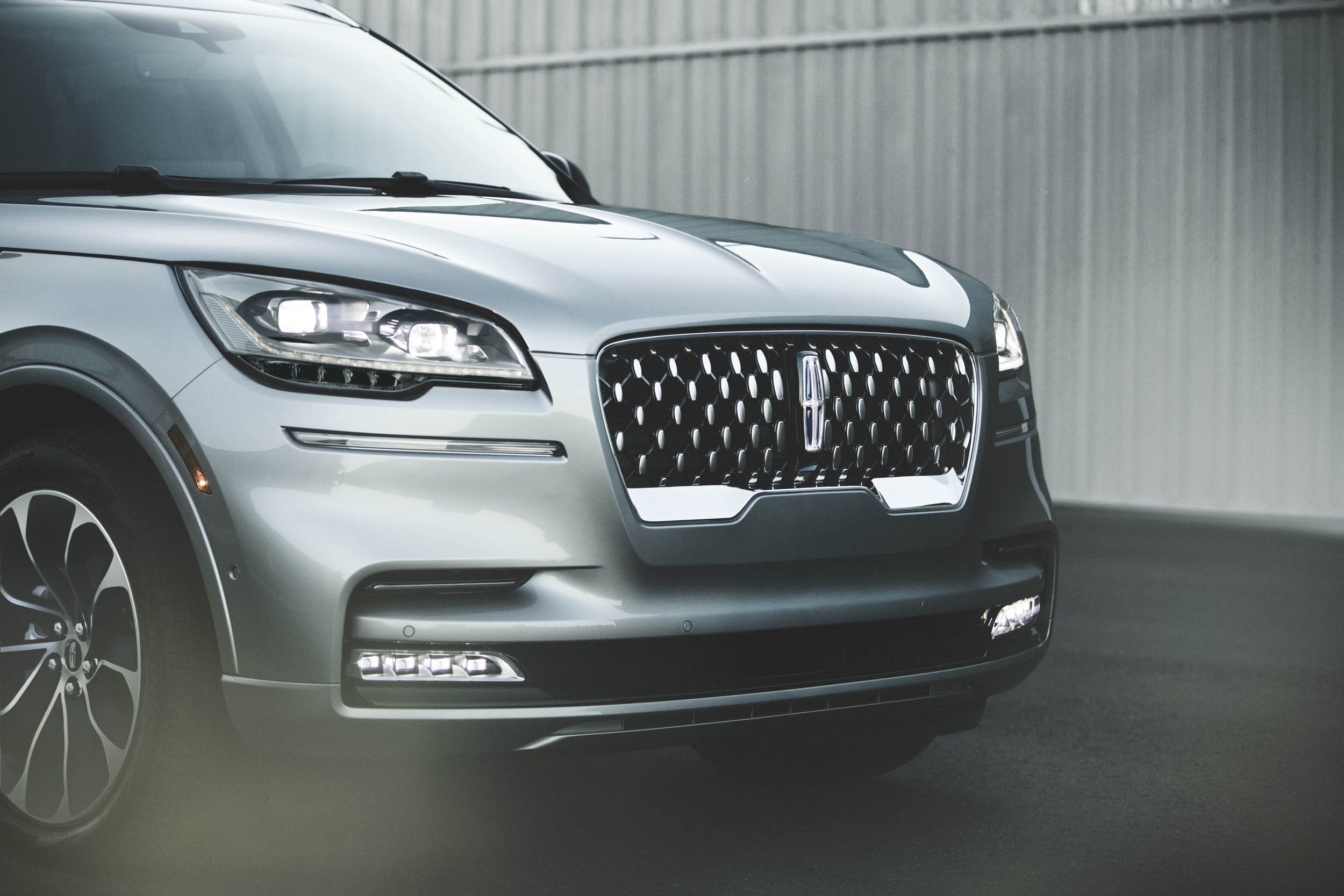 2020 Lincoln Aviator nose