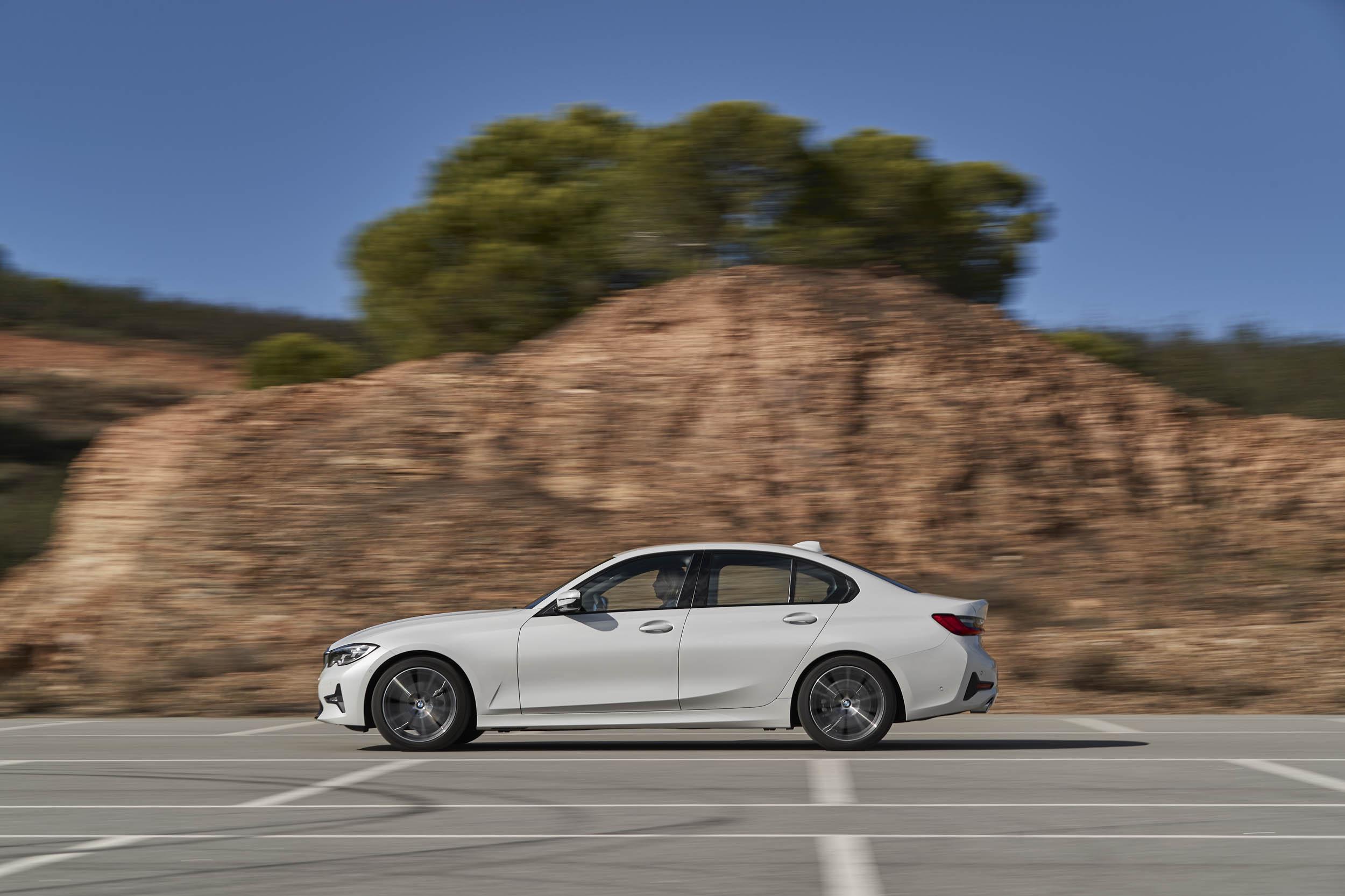 2019 BMW 320d Sport Line profile