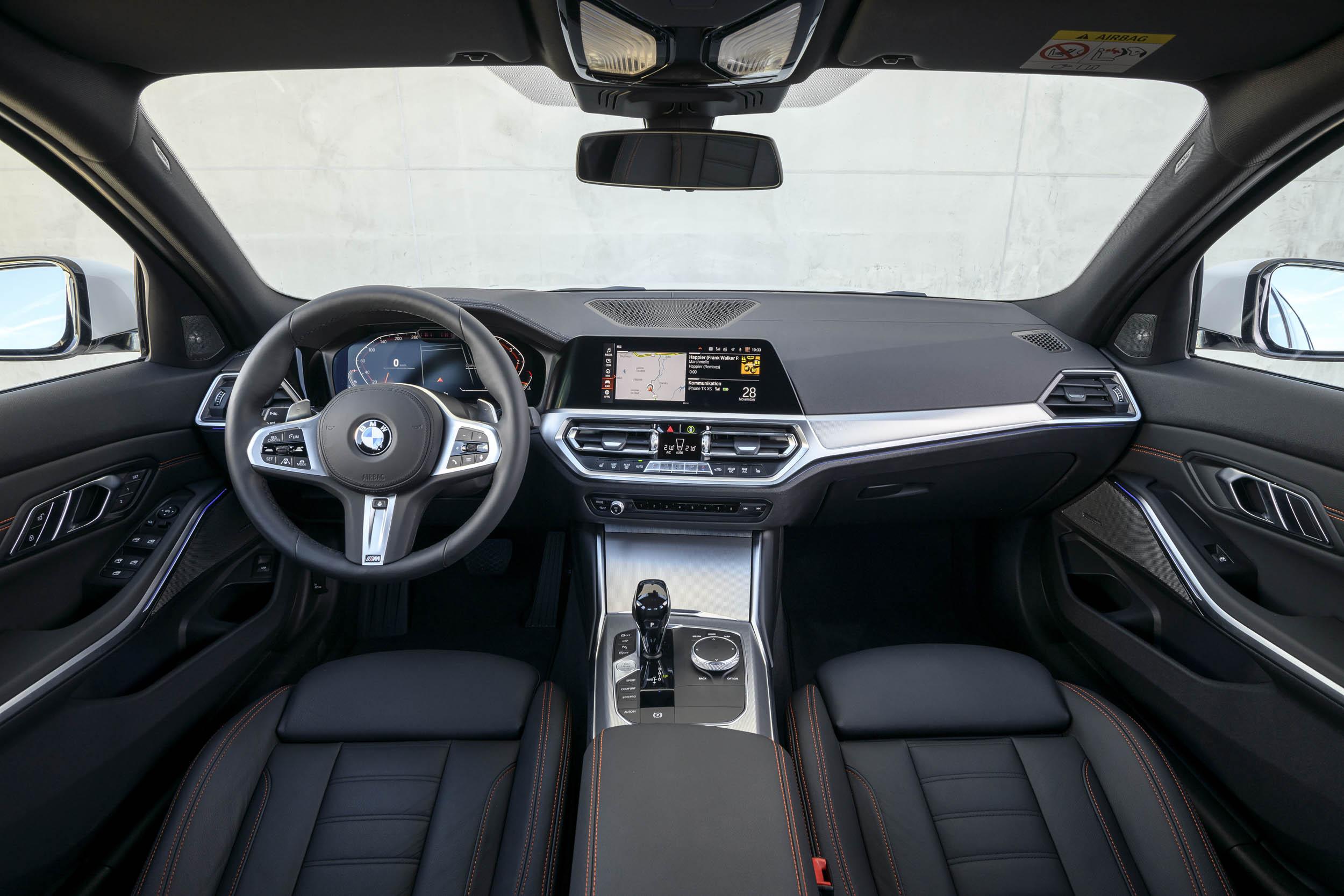 2019 BMW 320d Sport Line interior