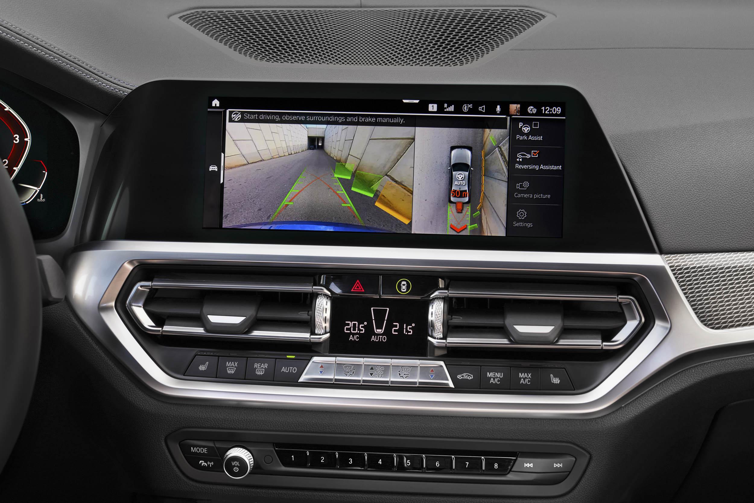 2019 BMW 330i M Sport entertainment console