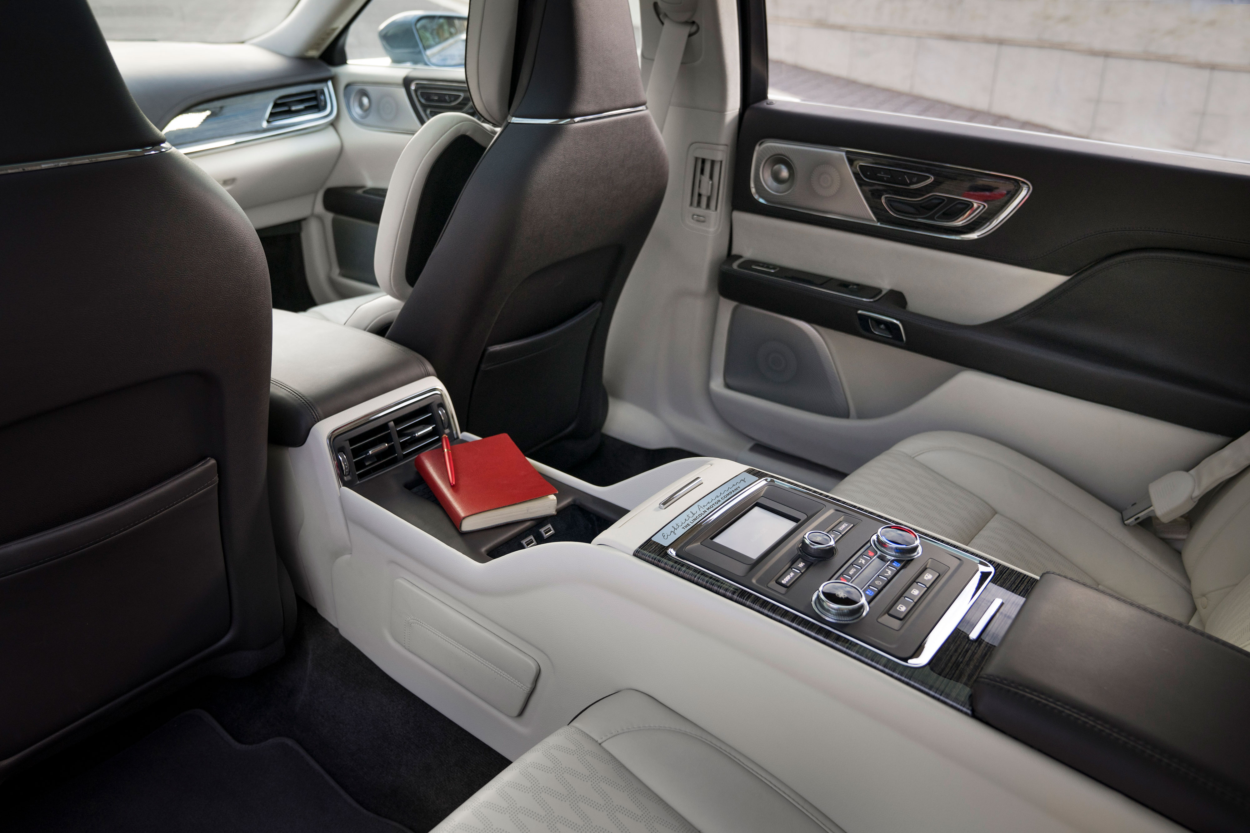 lincoln continental 2019 anniversary stretch rear seat
