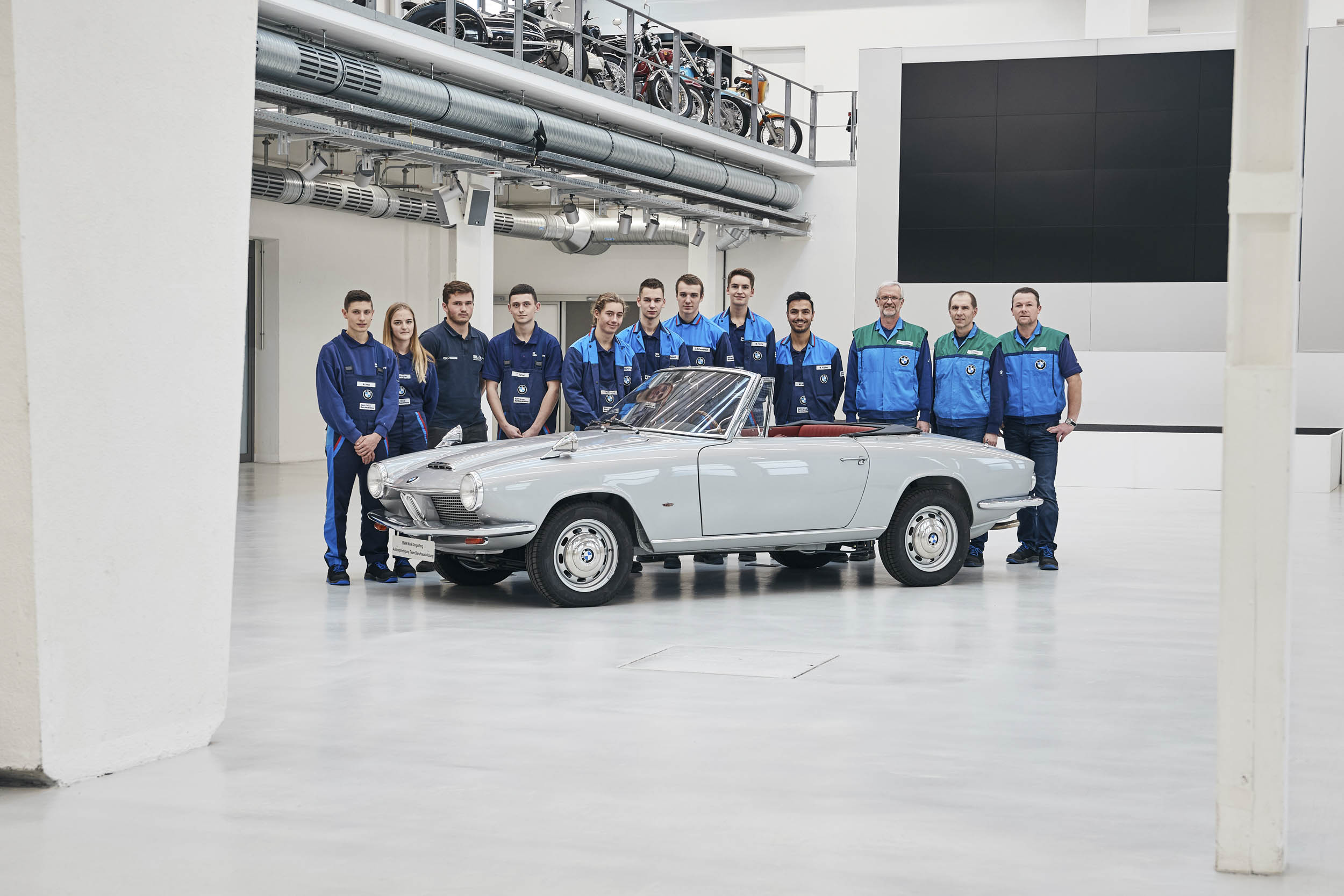 BMW 1600 GT convertible team
