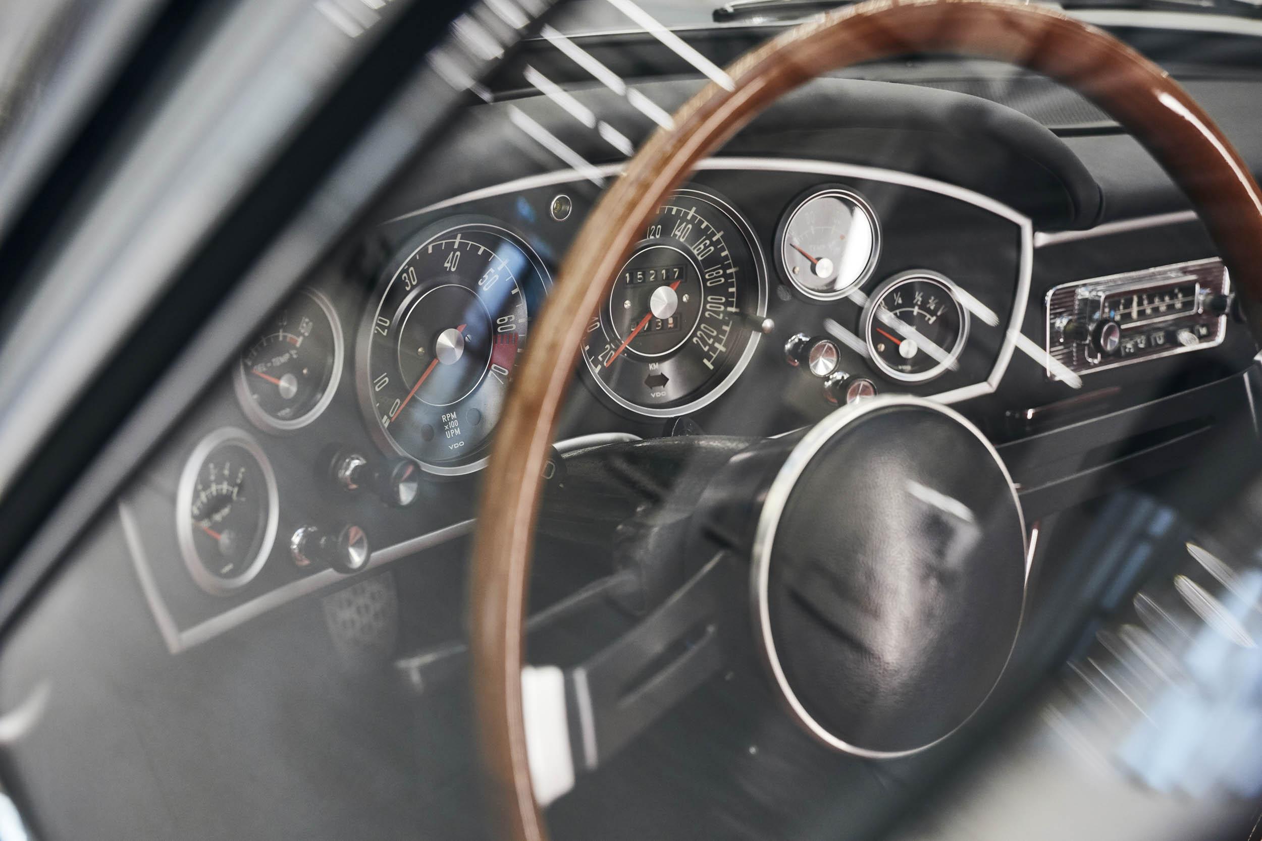 BMW 1600 GT convertible gauge cluster