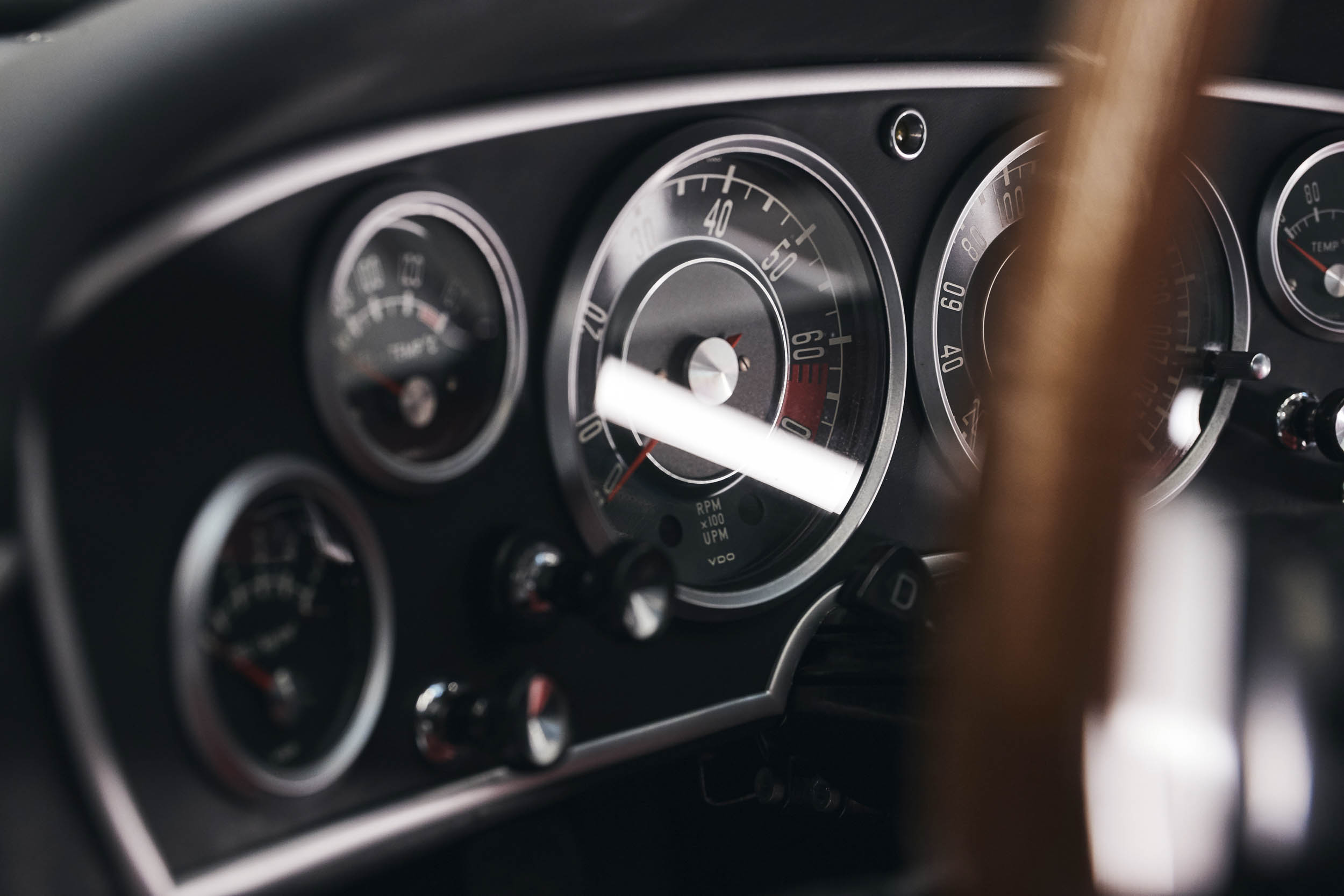BMW 1600 GT convertible dash