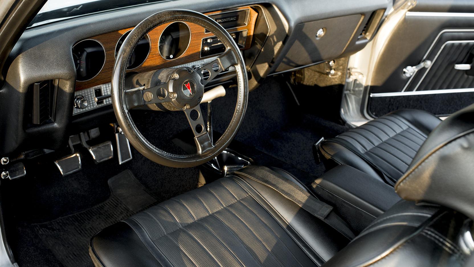 1970 Pontiac GTO Ram Air IV steering wheel interior