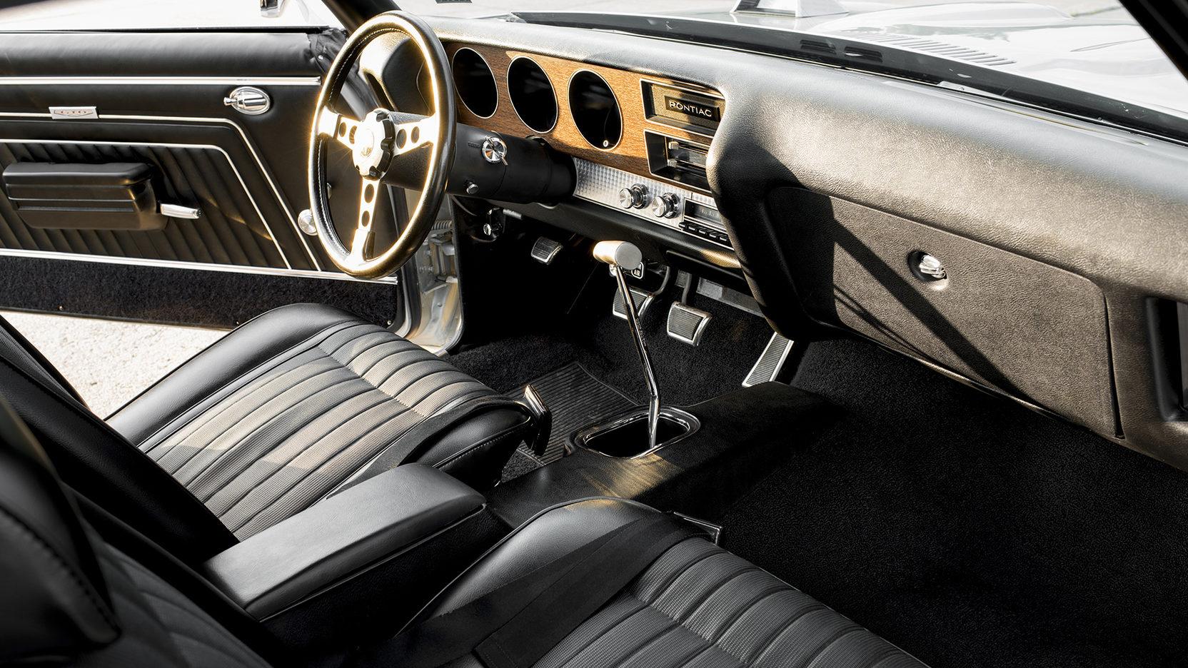1970 Pontiac GTO Ram Air IV passenger interior