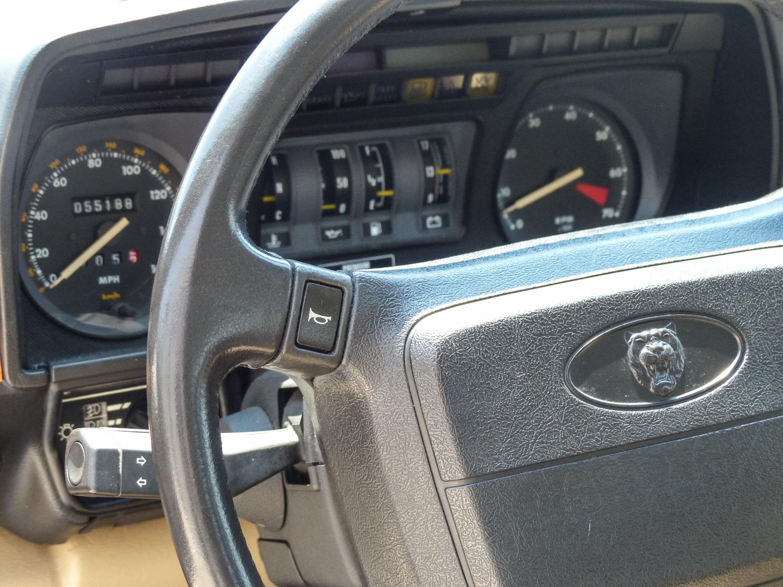 1990 Jaguar XJ-S gauges and wheel