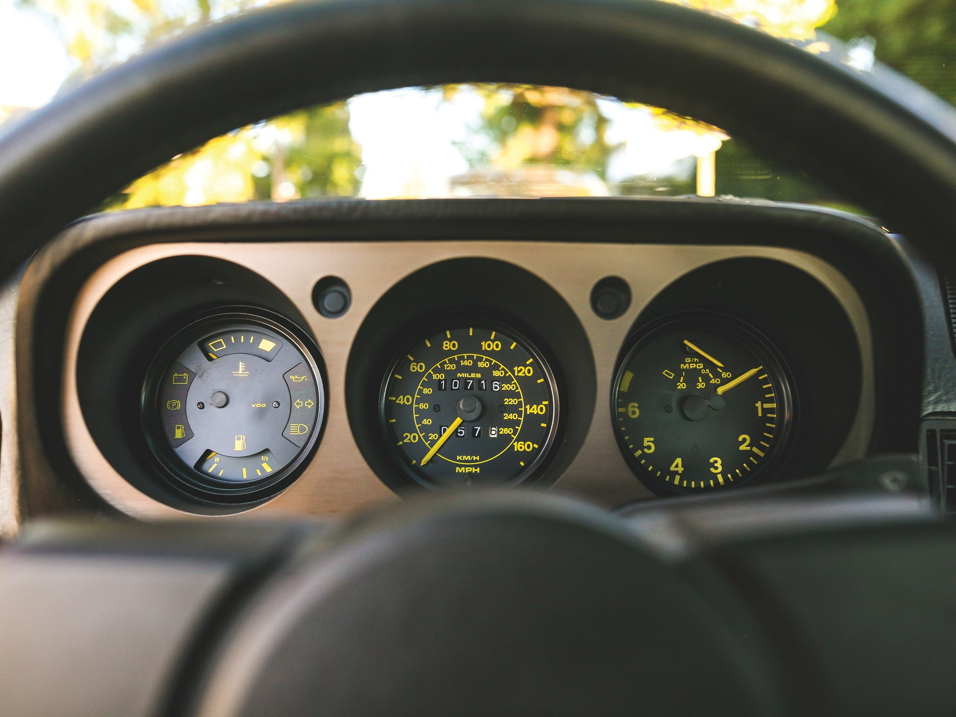 1984 Porsche 944 gauges