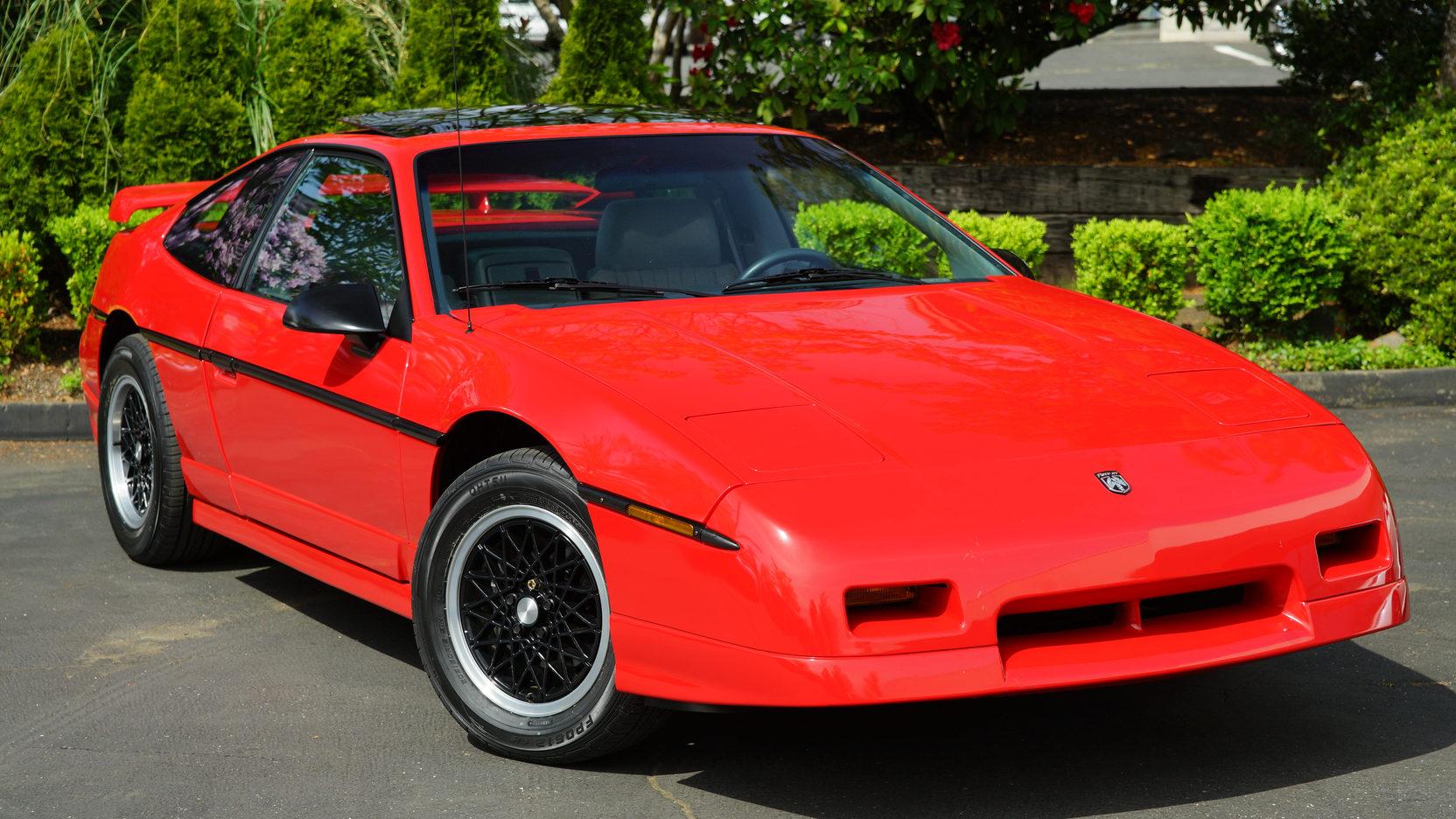 1986 Pontiac Fiero GT front 3/4