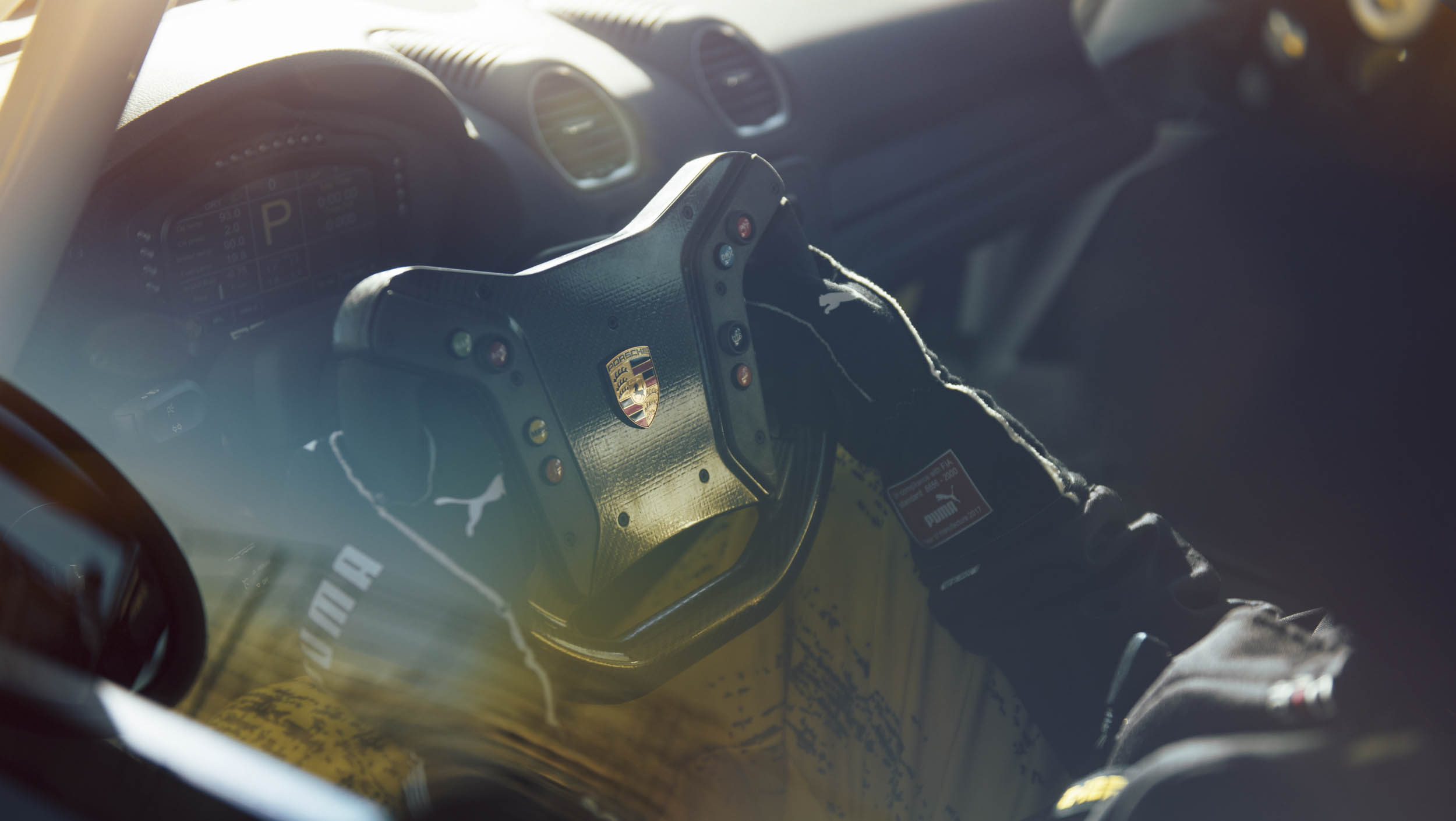 2019 Porsche 718 Cayman GT4 Clubsport steering wheel