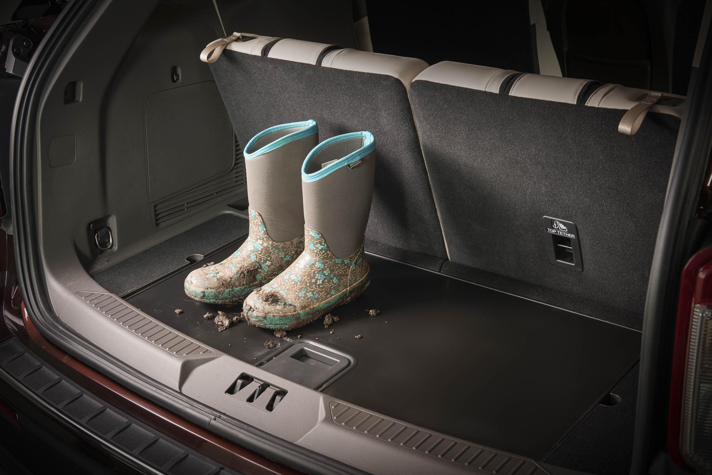 2020 Ford Explorer Platinum trunk