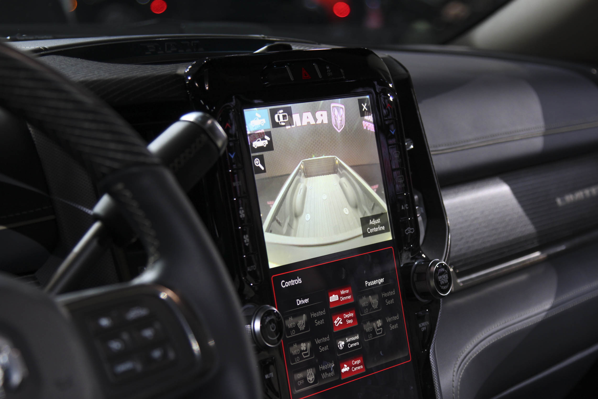The large center screen combined with the bed view camera are set up to make hooking up a gooseneck or 5th wheel easy.
