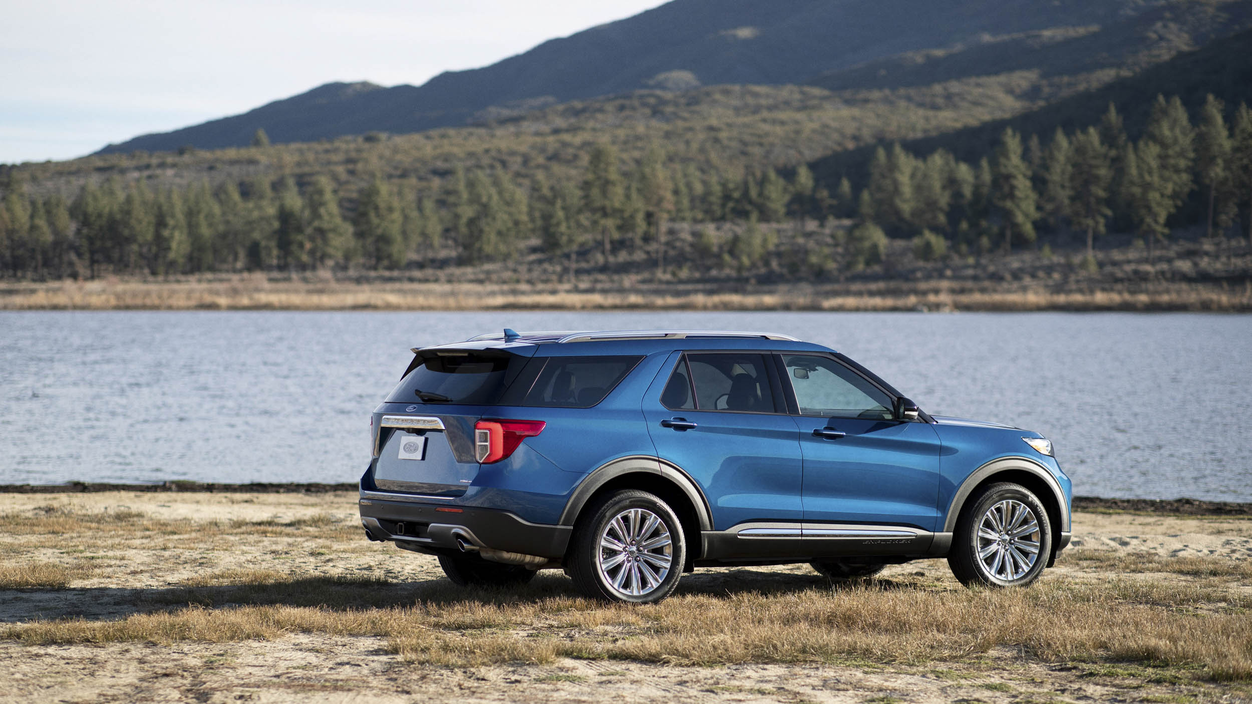 2020 Ford Explorer Hybrid rear 3/4