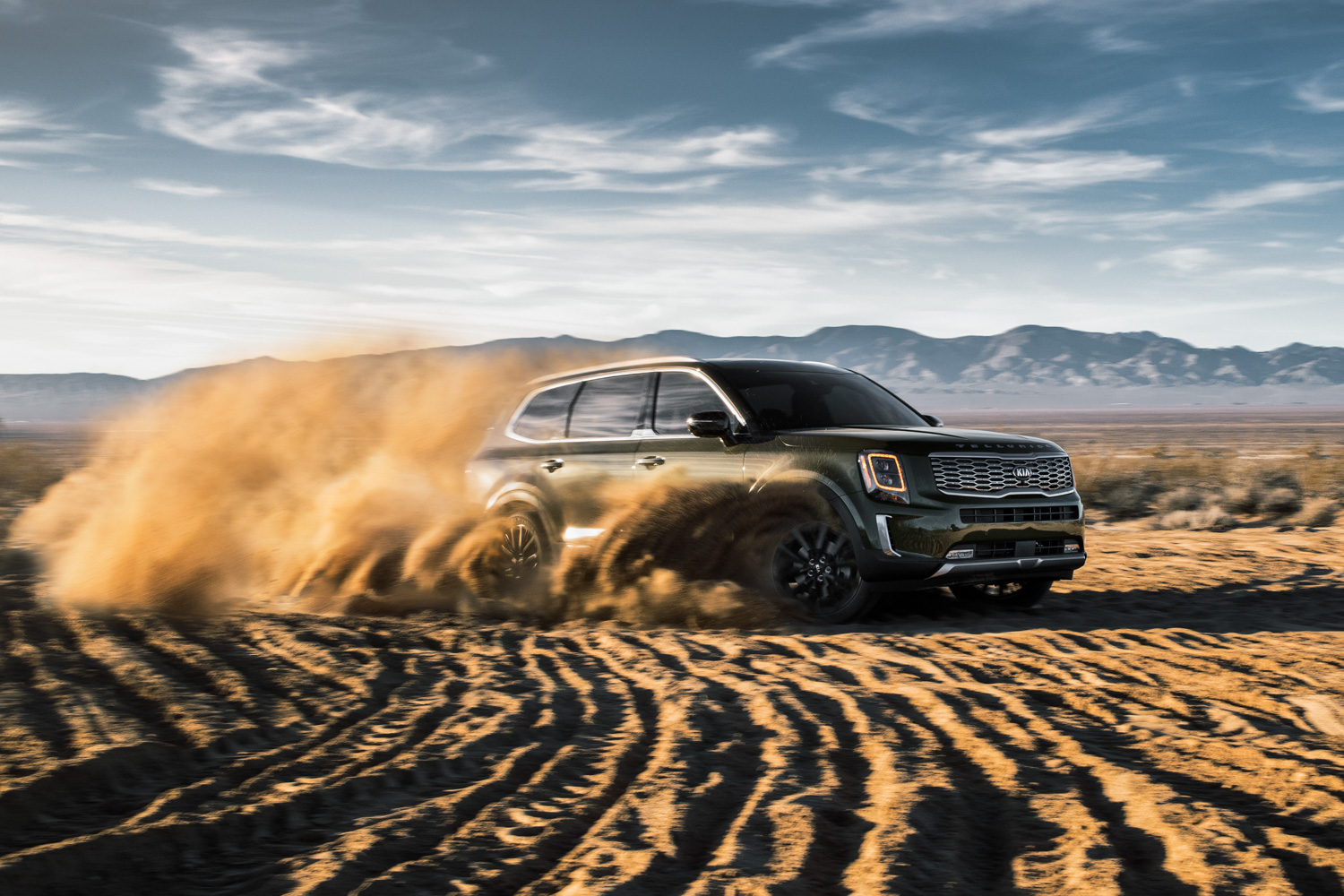 2020 Kia Telluride throwing sand