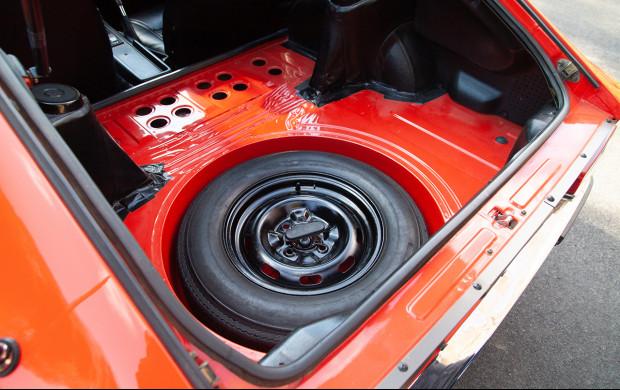 1970 Nissan Fairlady Z 432 spare tire