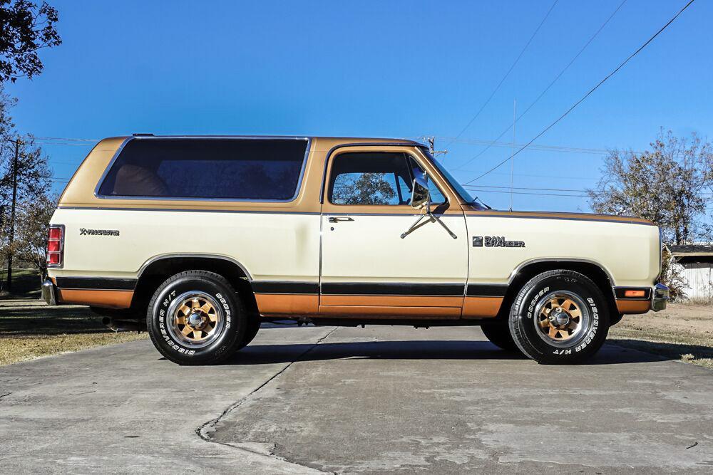 1985 Dodge Ramcharger side profile