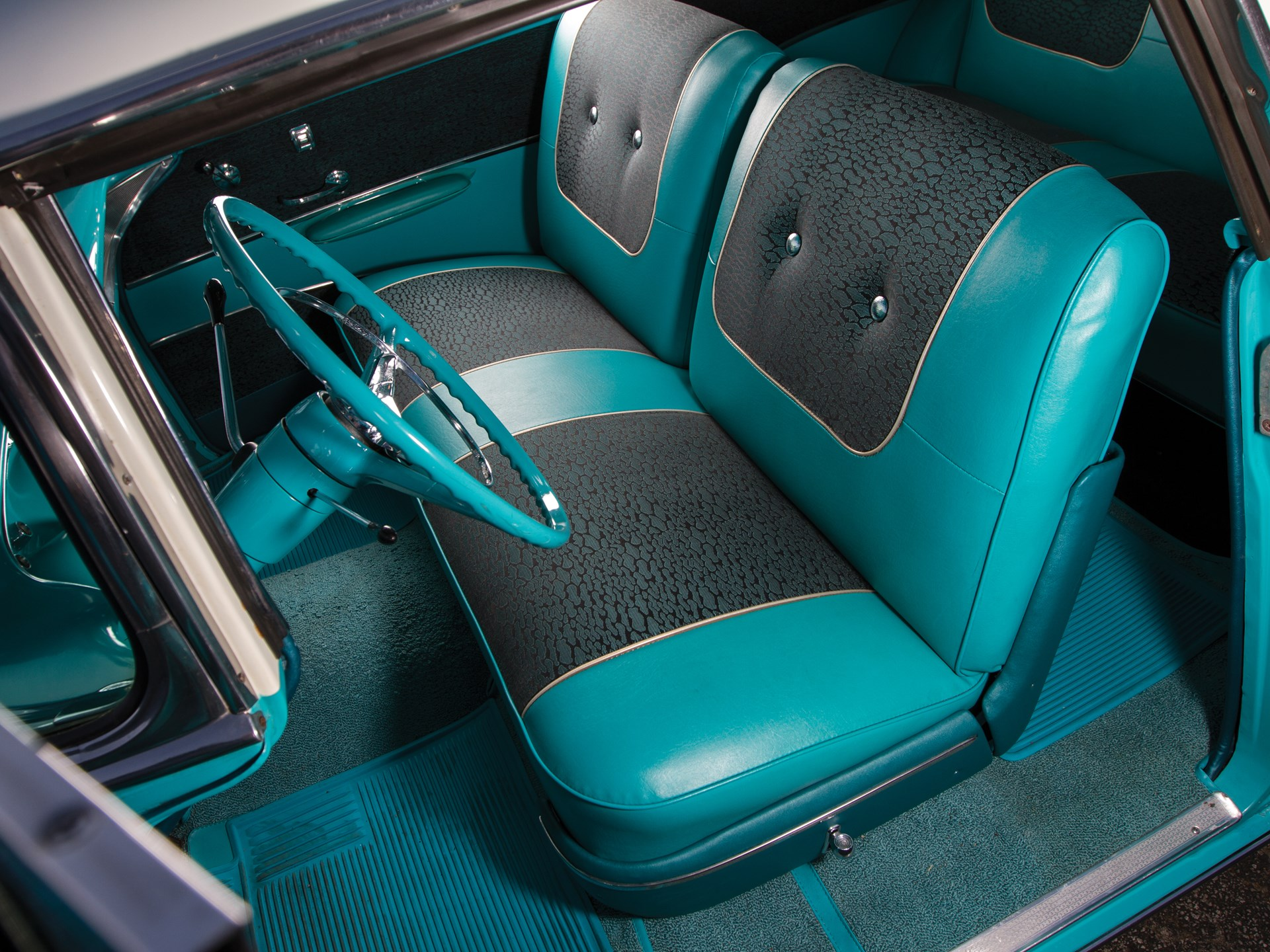 1957 Chevrolet Bel Air Nomad front seats