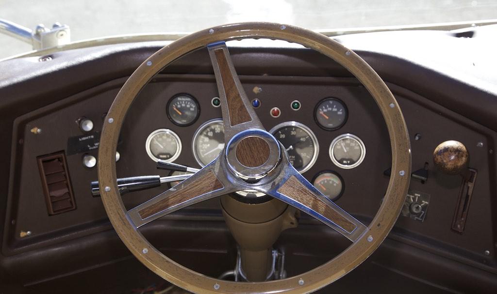 1973 FMC 2900 R steering wheel