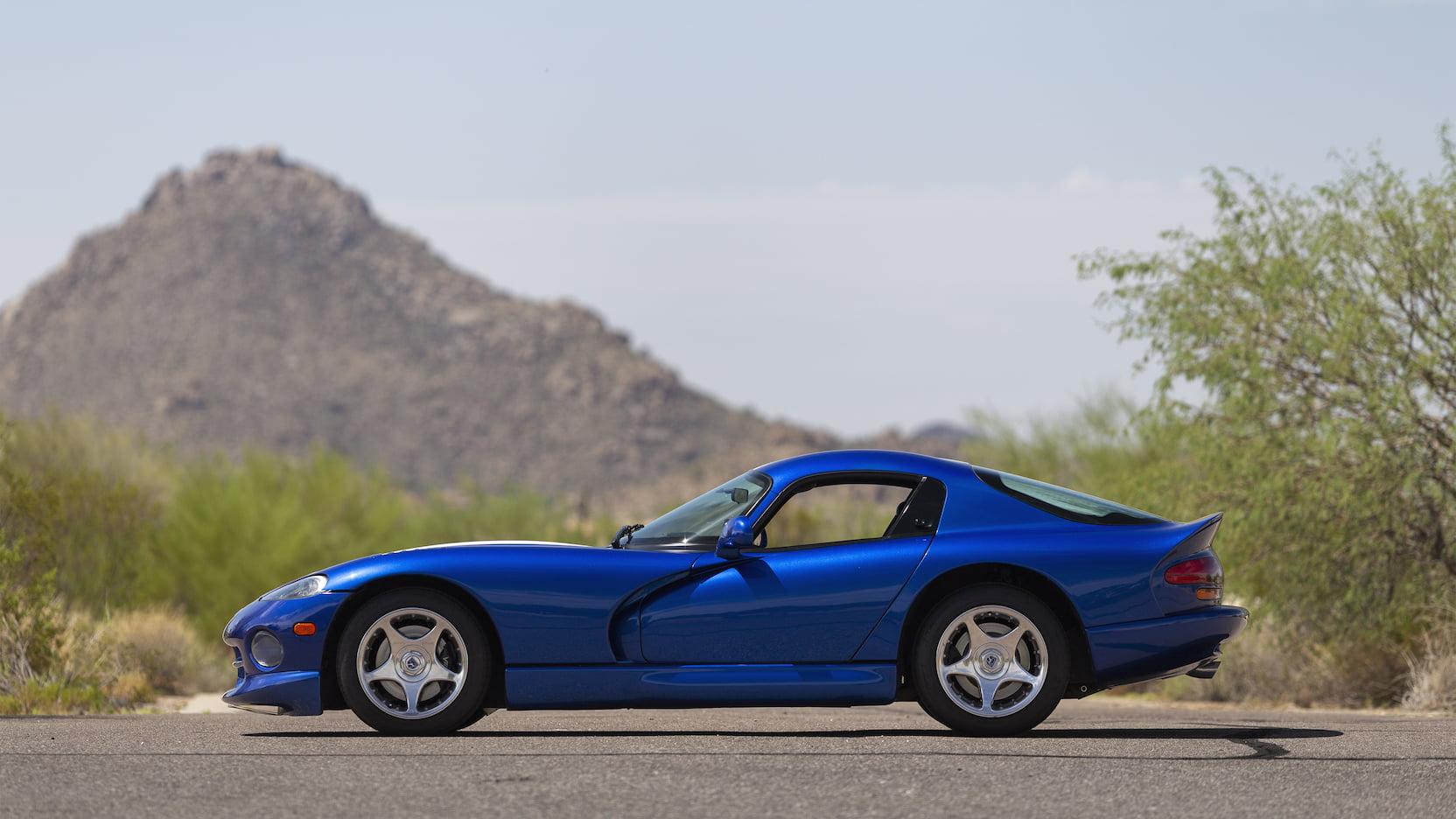 1996 Dodge Viper GTS side profile driver