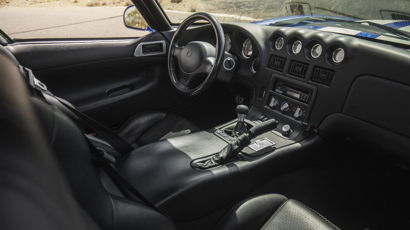 1996 Dodge Viper GTS interior passenger side