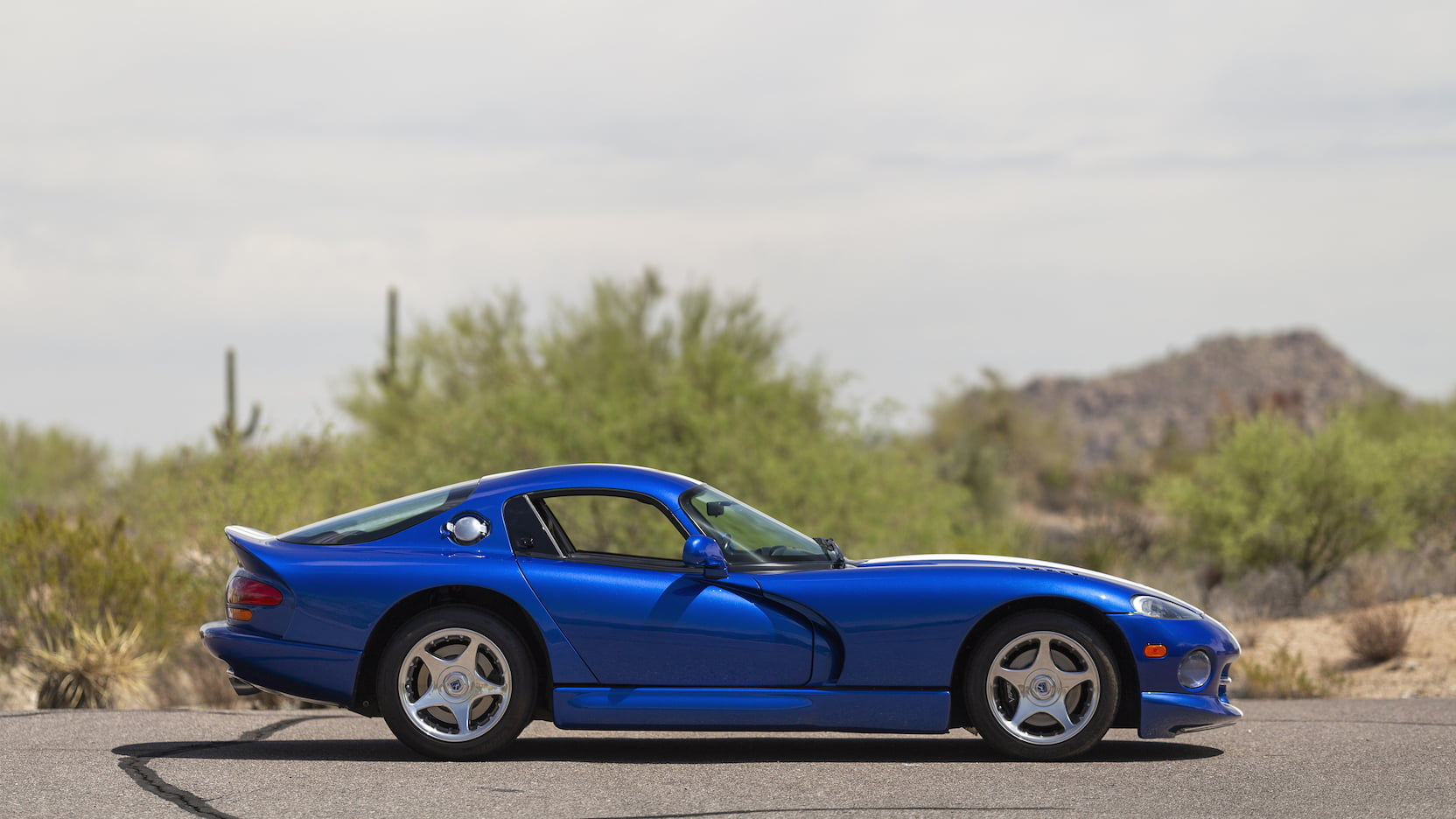 1996 Dodge Viper GTS passenger side