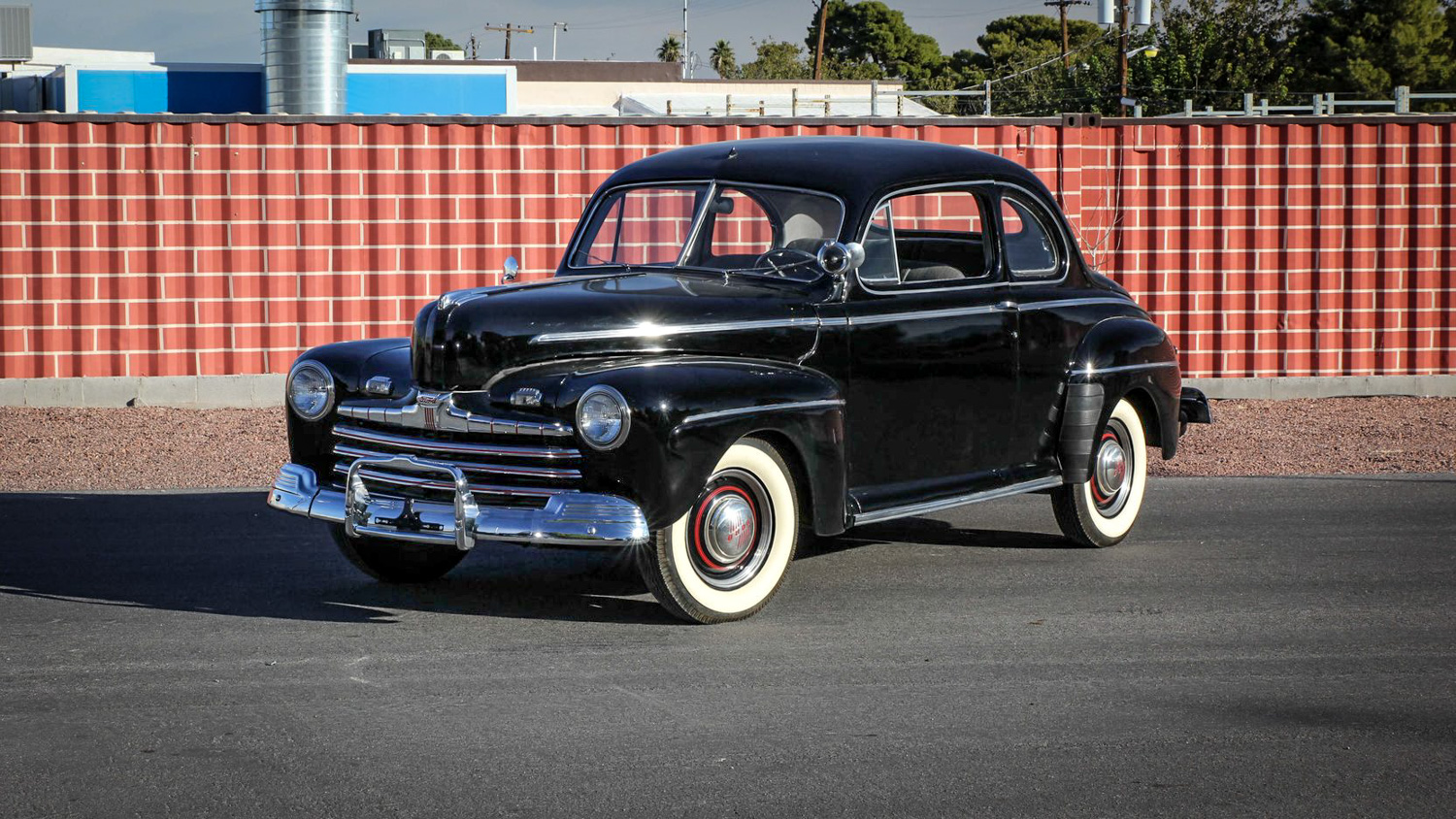 1946 Ford Deluxe 3/4 front