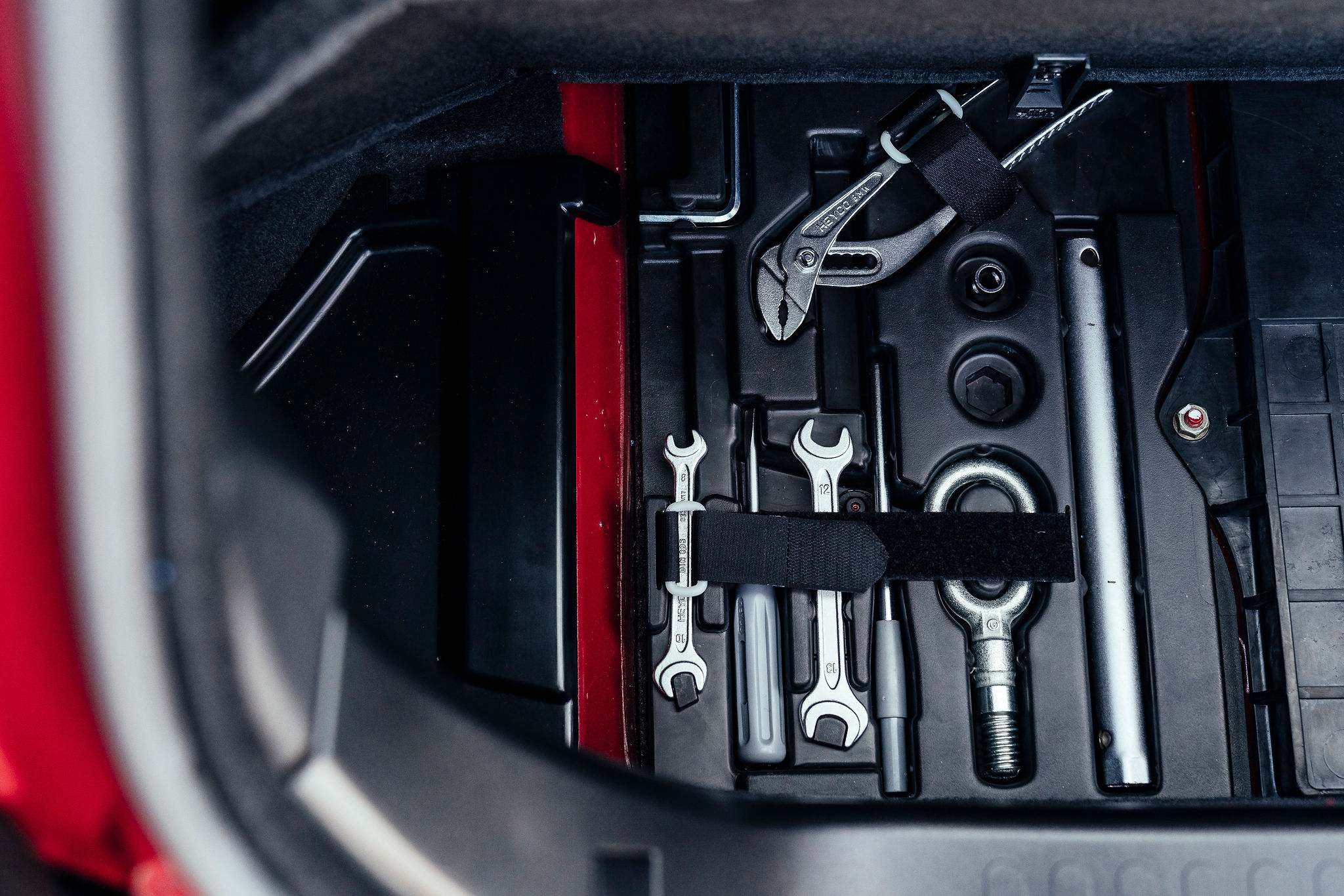 2002 BMW Z3 M Coupe tool kit