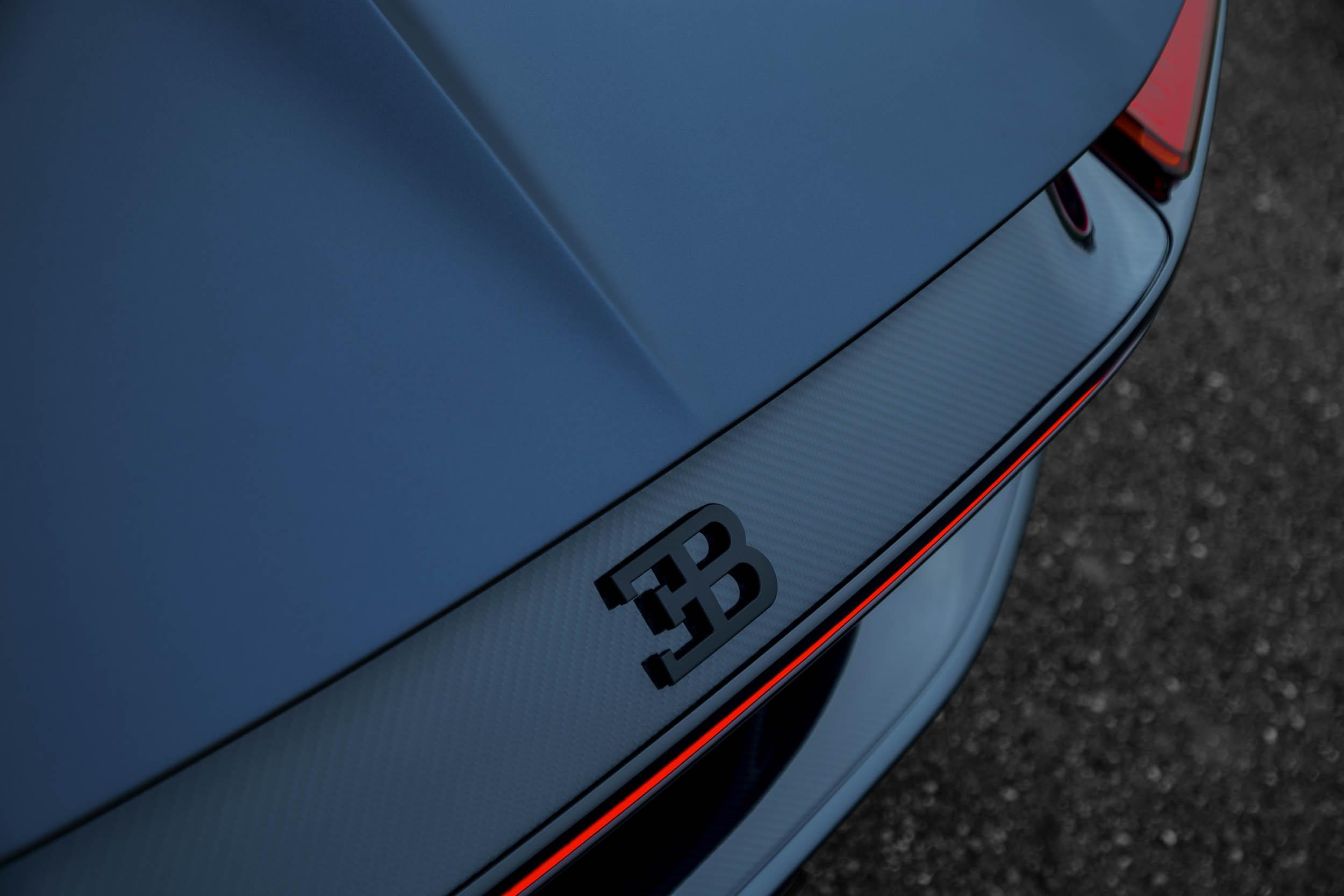 "Bugatti Chiron Sport ""110 ans Bugatti"" badge"