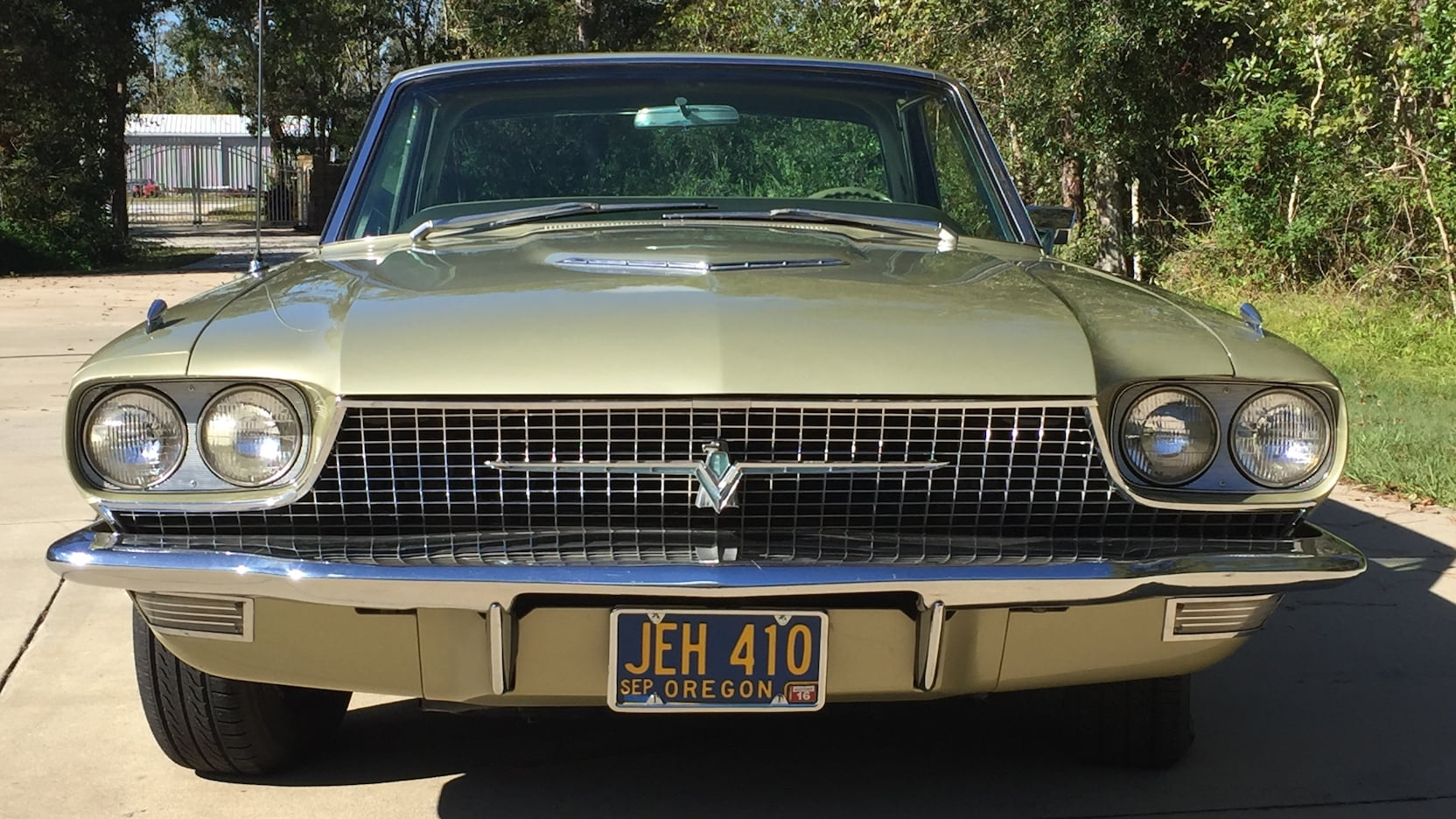 1966 Ford Thunderbird front