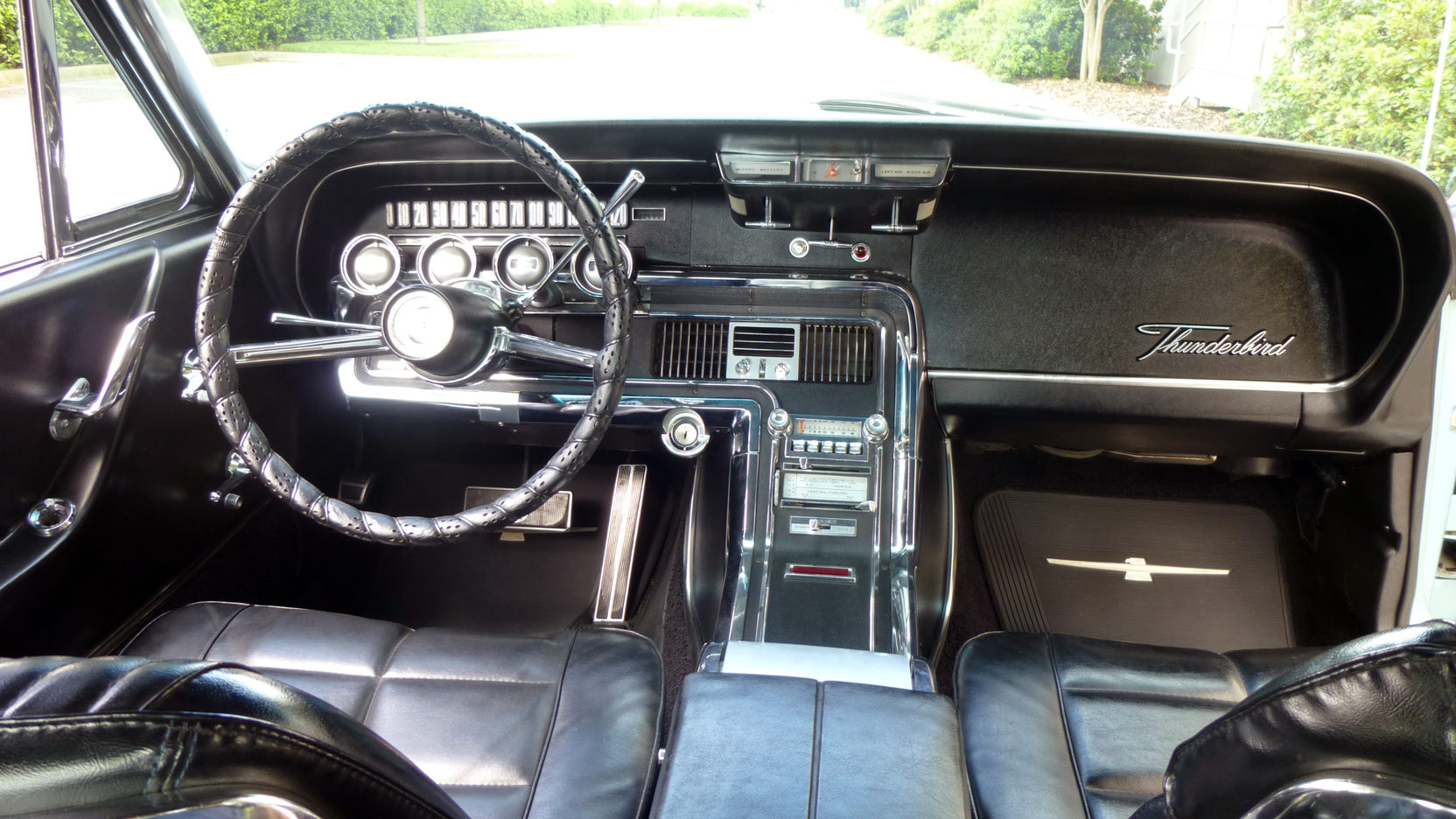 1966 Ford Thunderbird interior