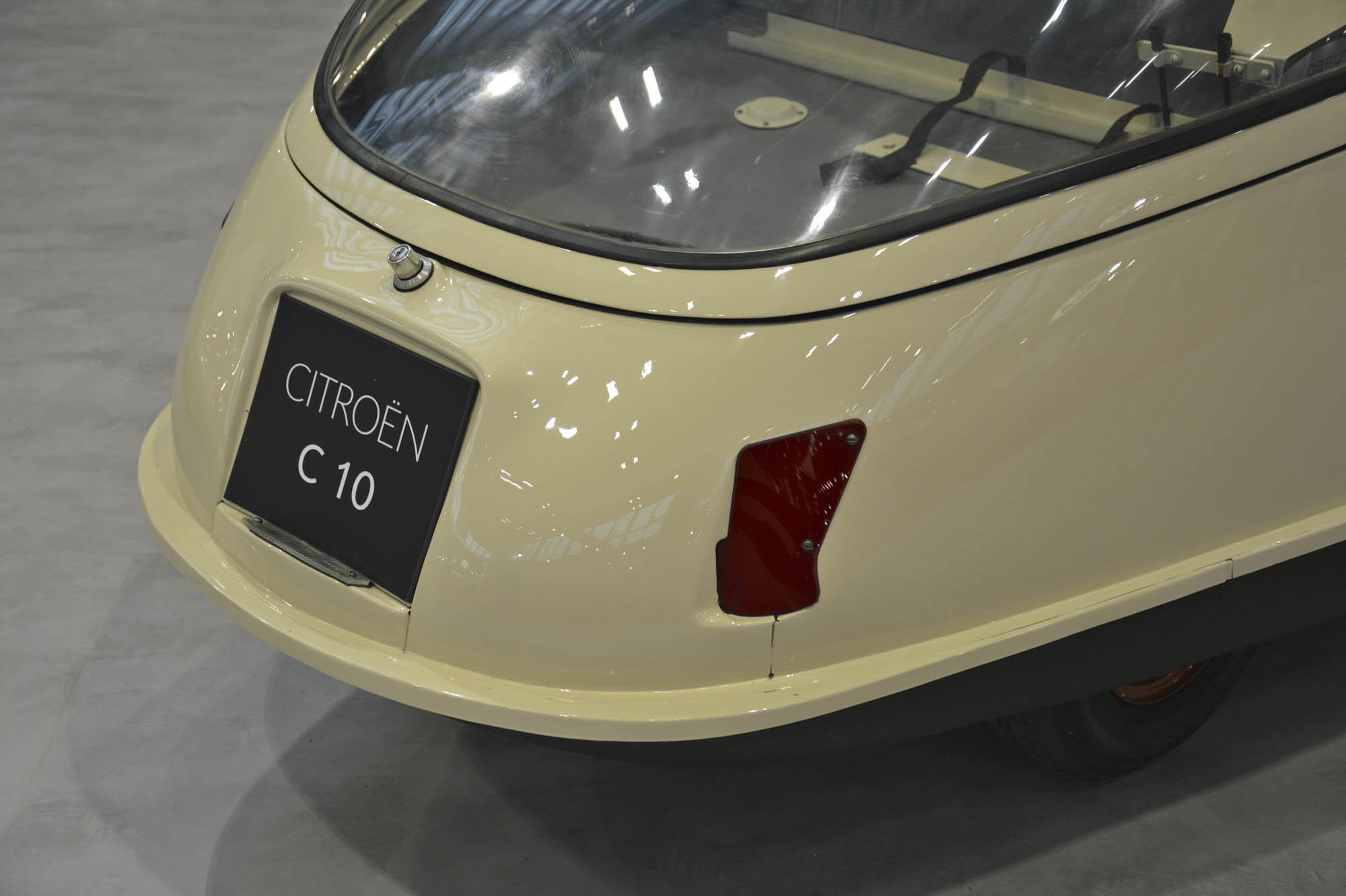 Citroën C10 tail light detail