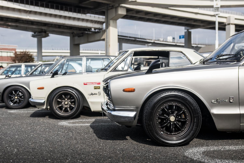 Nissan GT-R Hakosuka skyline side profile parking lot